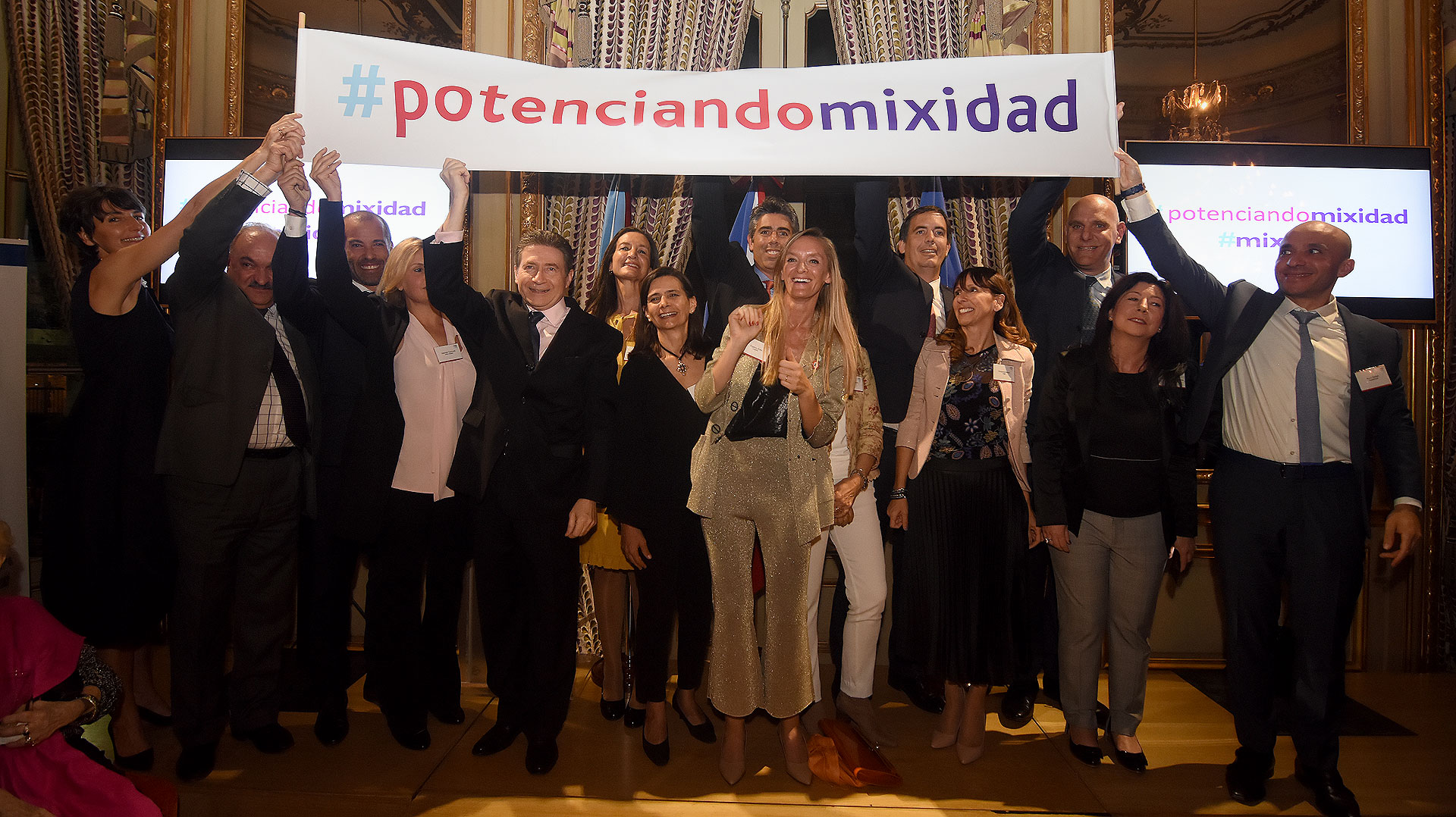Las organizaciones FAME, FLOR, Fundación Global, Marianne, Red de Empresas por la Diversidad (RED), UPWARD, Vital Voices y Women Corporate Directors (WCD) presentaron los hashtags #PotenciandoMixidad y #Mixidad promoviendo la composición mixta de género en todos los ámbitos de la vida social y laboral.
