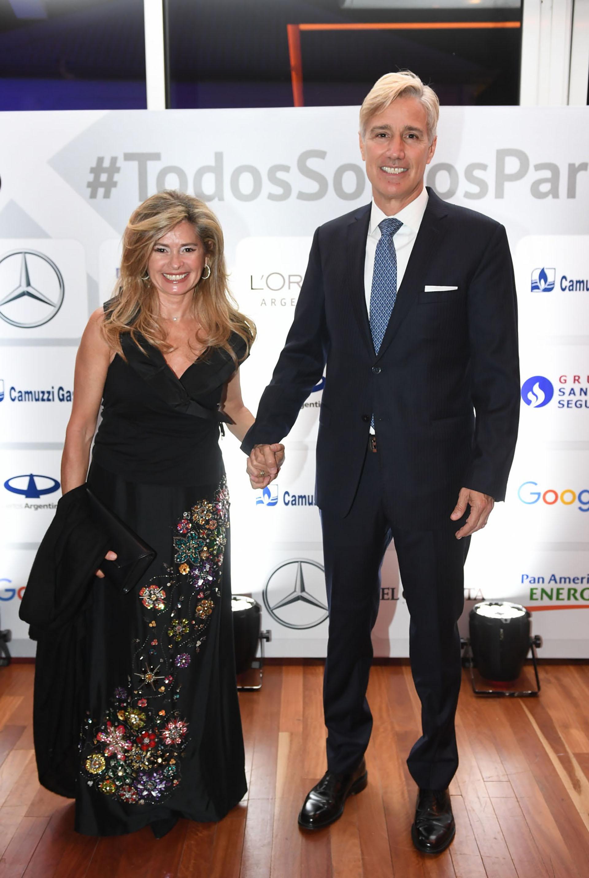 María Laura Leguizamón y Marcelo Figueiras, presidente de Laboratorios Richmond