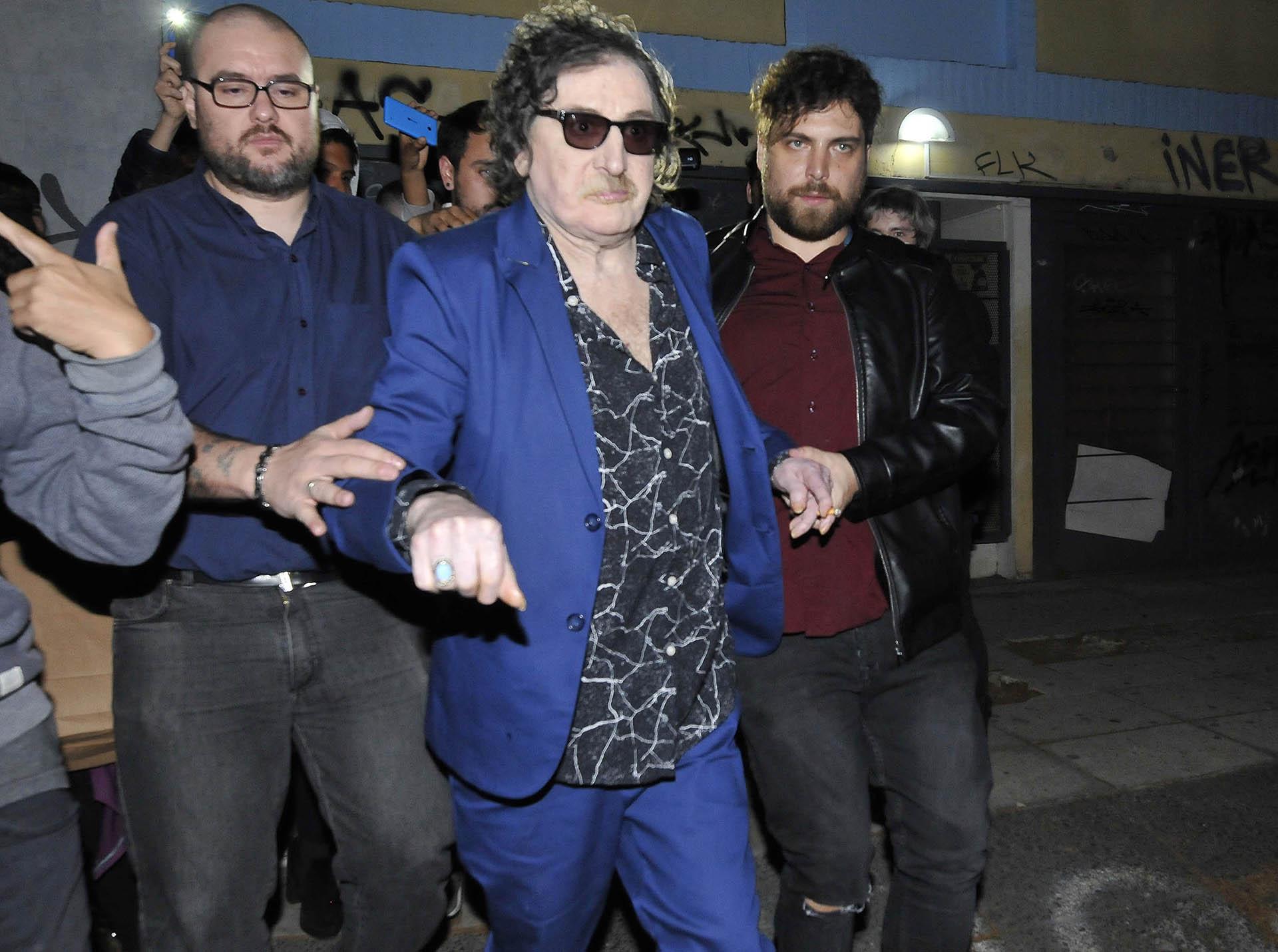 La leyenda del rock se cambió de traje antes de encontrarse con sus amigos