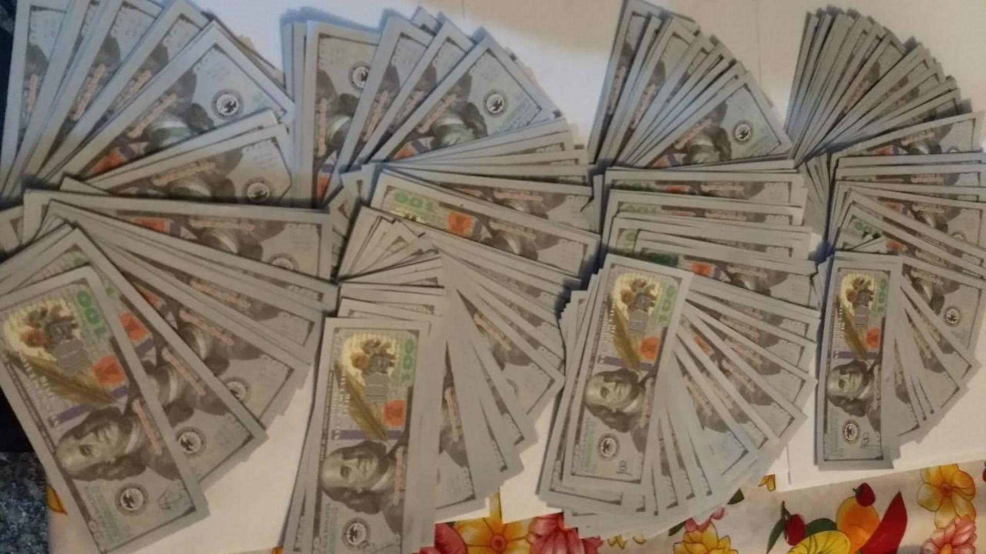 Gracias a la pésima calidad de los billetes falsos, el manosanta evita se acusado del delito de falsificación.