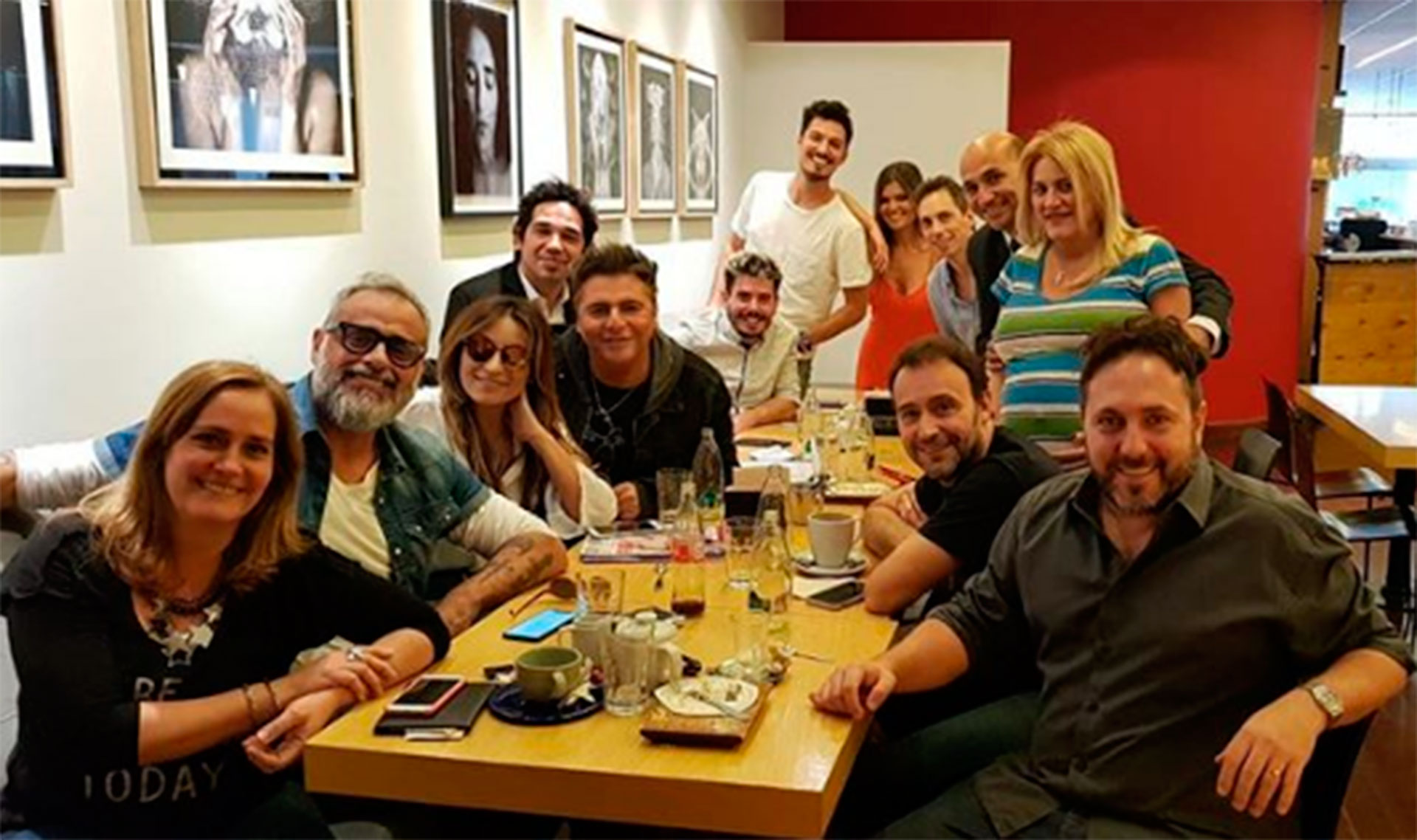 """Jorge Rial se reunió con sus colegas de """"Intrusos"""" antes de su regreso a la pantalla chica el próximo 12 de noviembre. El conductor se tomó una licencia y está siendo reemplazado por Moria Casán"""