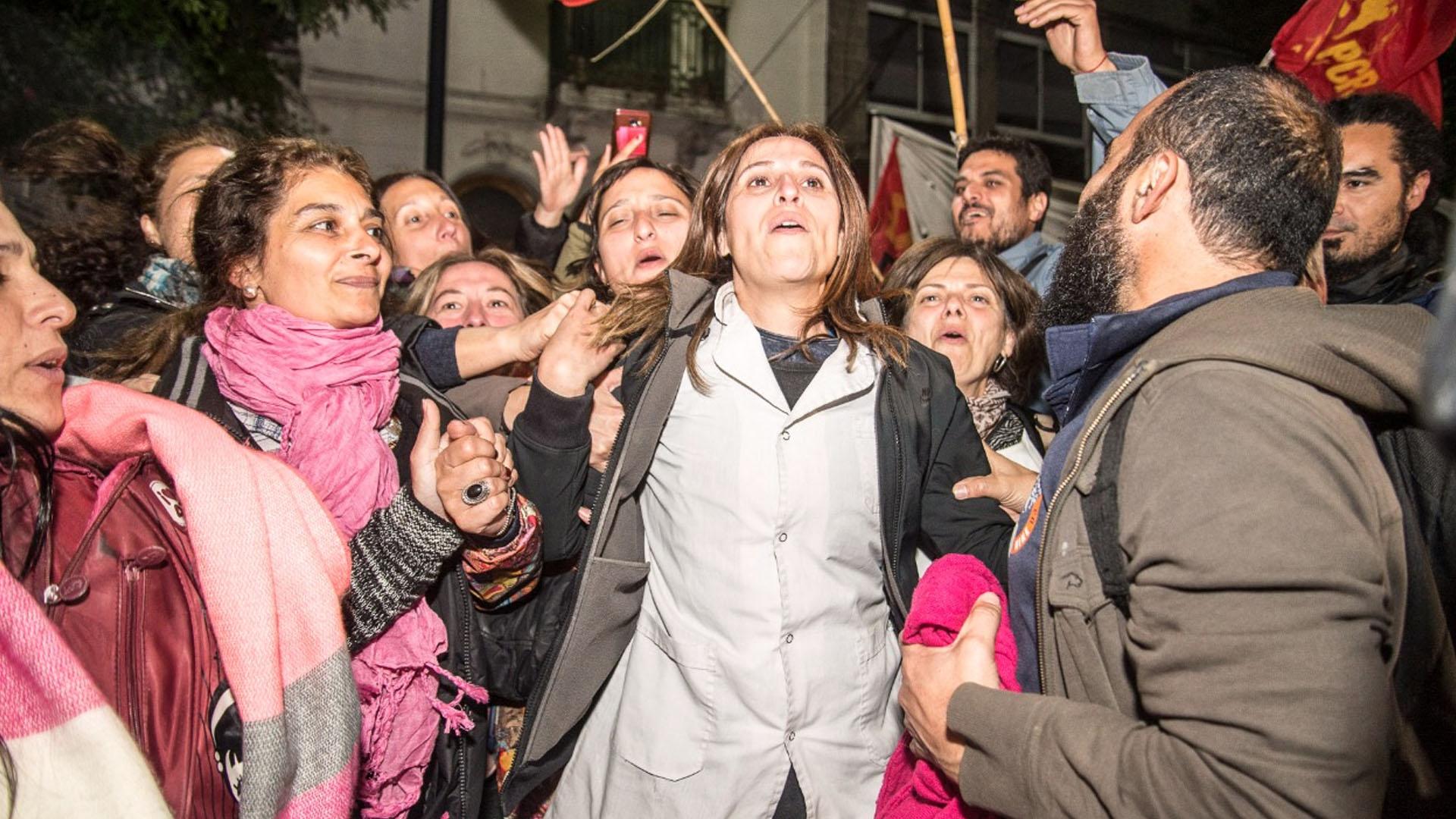 Varios detenidos por los incidentes fueron liberados durante la madrugada.