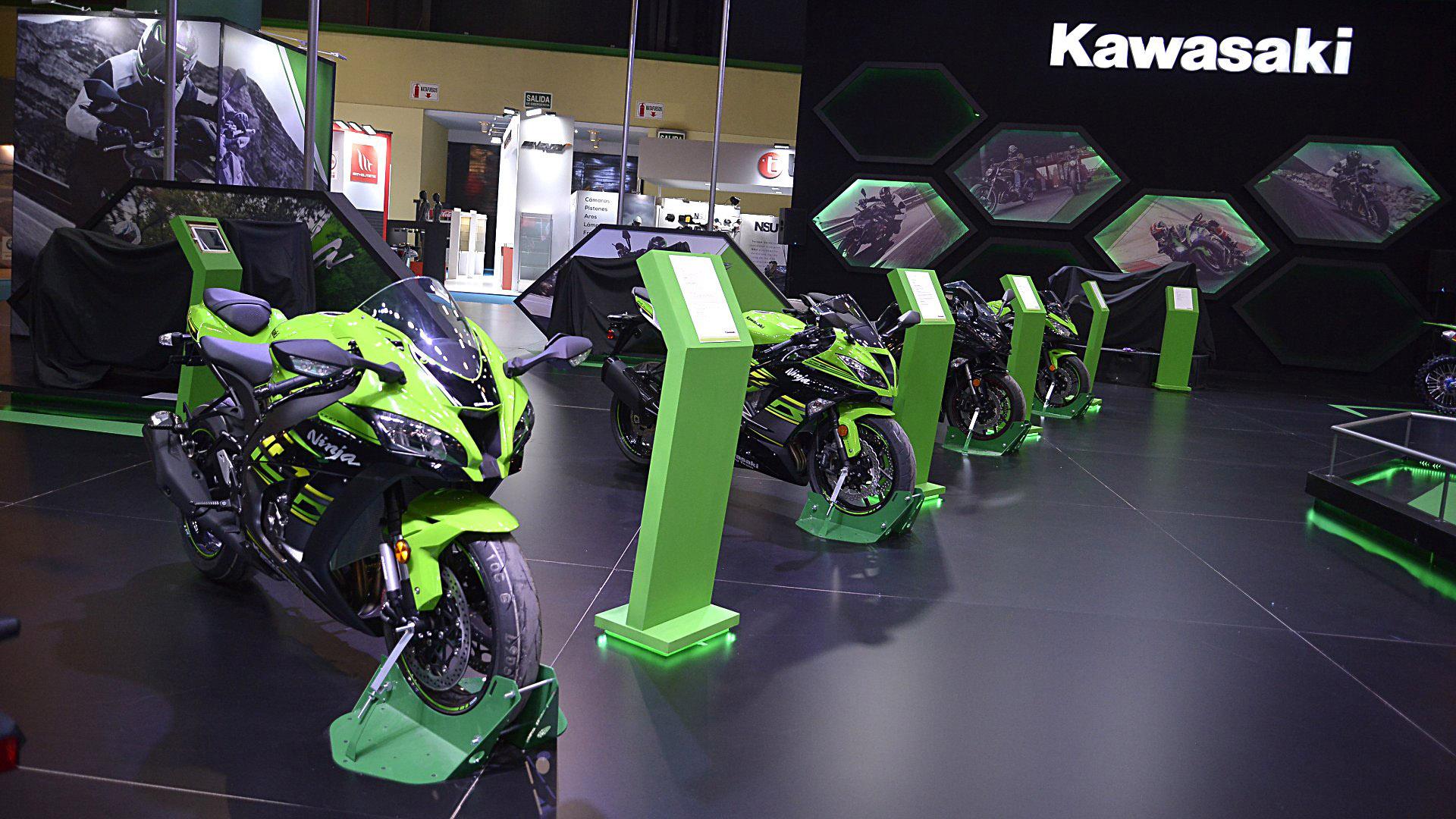 En el stand de Kawasaki se pueden disfrutar las nuevas propuestas de los modelos H2R, RS900 y las famosas Z1000 y Ninja 400