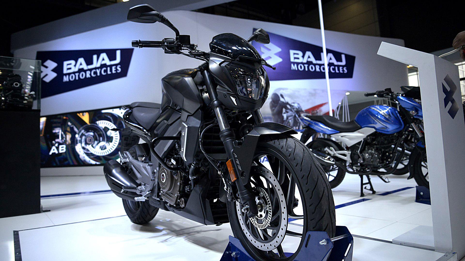 Bajaj presentó dos de sus grandes éxitos:la Dominar D400, uno de los modelos más destacados del fabricante indio,y la Rouser NS 200 FI, una unidad con inyección electrónica y ABS que la conviertenuna de las motos más potentes de su categoría