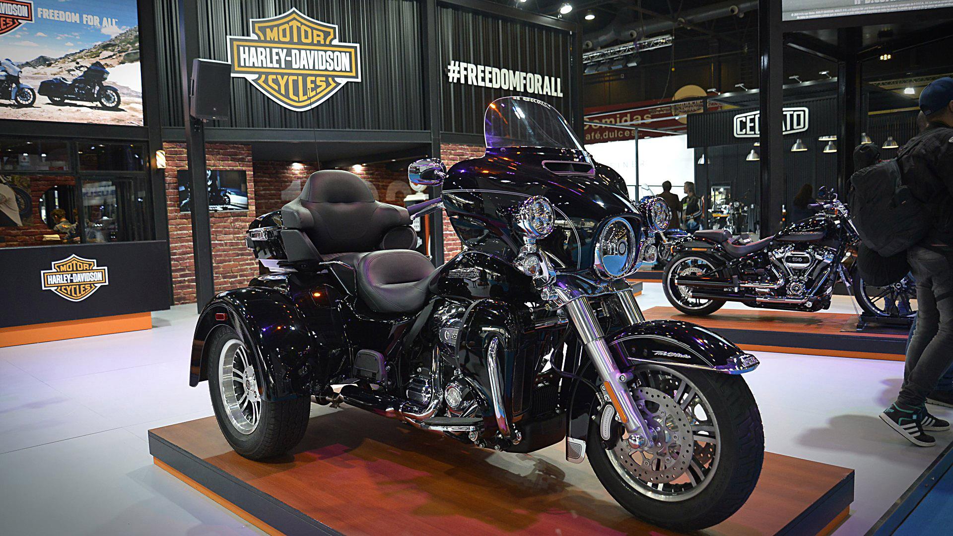 En el corazón del stand de Harley-Davidson se encuentra la Tri Glide Ultra, una moto con tres ruedas que cuesta 78.500 dólares. Según la información de la firma, se vendieron al menos seis unidades en el país