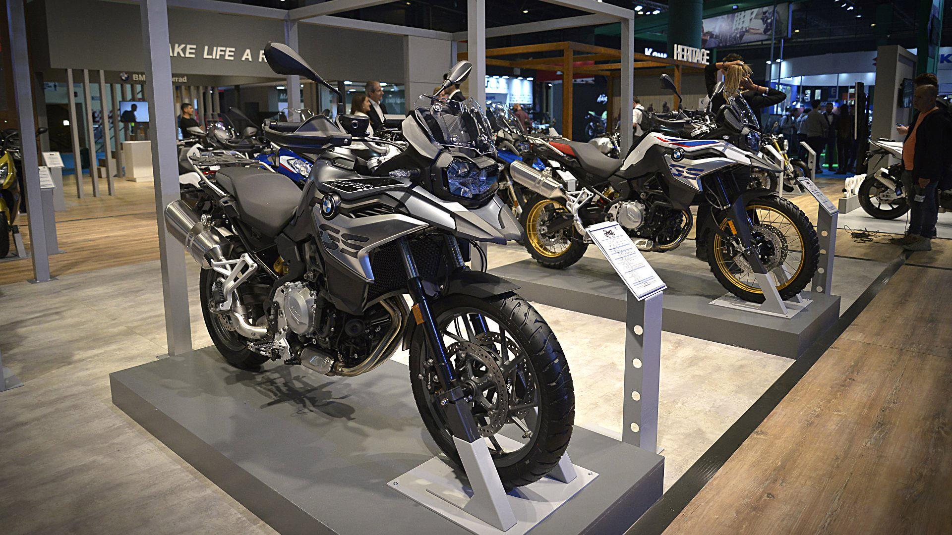 BMW Motorrad desplegó una imponente muestra en el corazón del salón. Aprovechó la oportunidad para presentar en sociedad sus dos nuevos lanzamientos: la BMW F 750 GS y la BMW F 850 GS, para ratificar su liderazgo en las motos de gran cilindrada