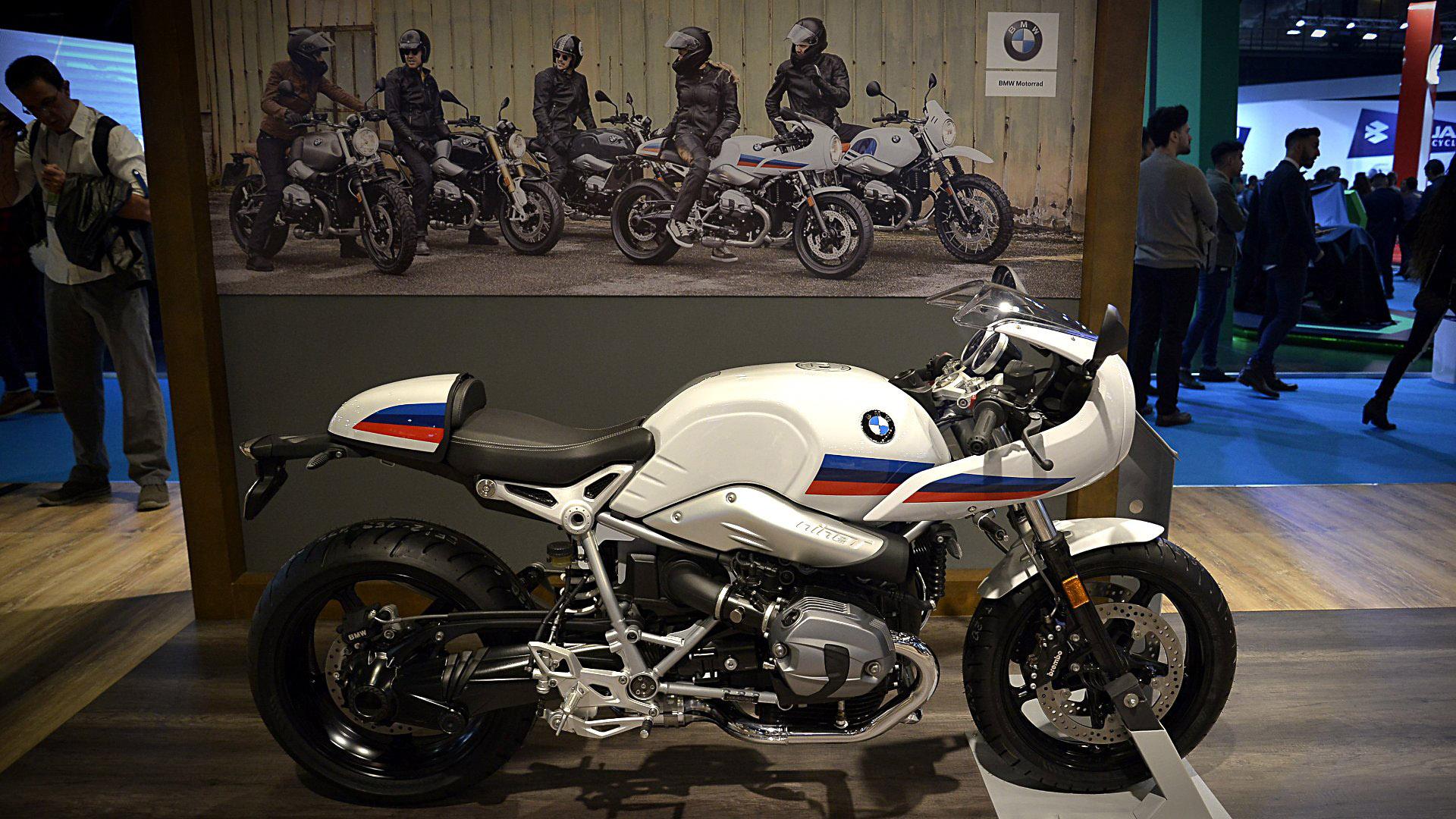 """En la sección Heritage de la firma alemana, hay una unidad del legendario modeloR Nine T Racer, una moto para revivir la época de las superbikes.""""Alejada del obsesivo romanticismo retro, se trata de una moto personalizable que cuenta con una tecnología innovadora y la habitual calidad de BMW Motorrad"""", describe la marca (fotosGustavo Gavotti)"""