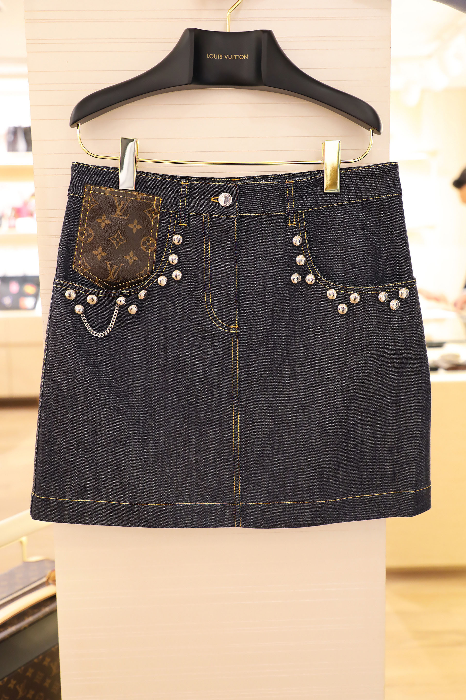 Studded skirt $ 40.000