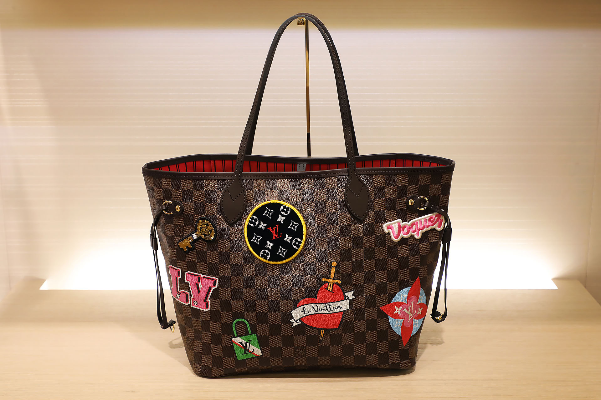 Neverfull patch black  $80.500