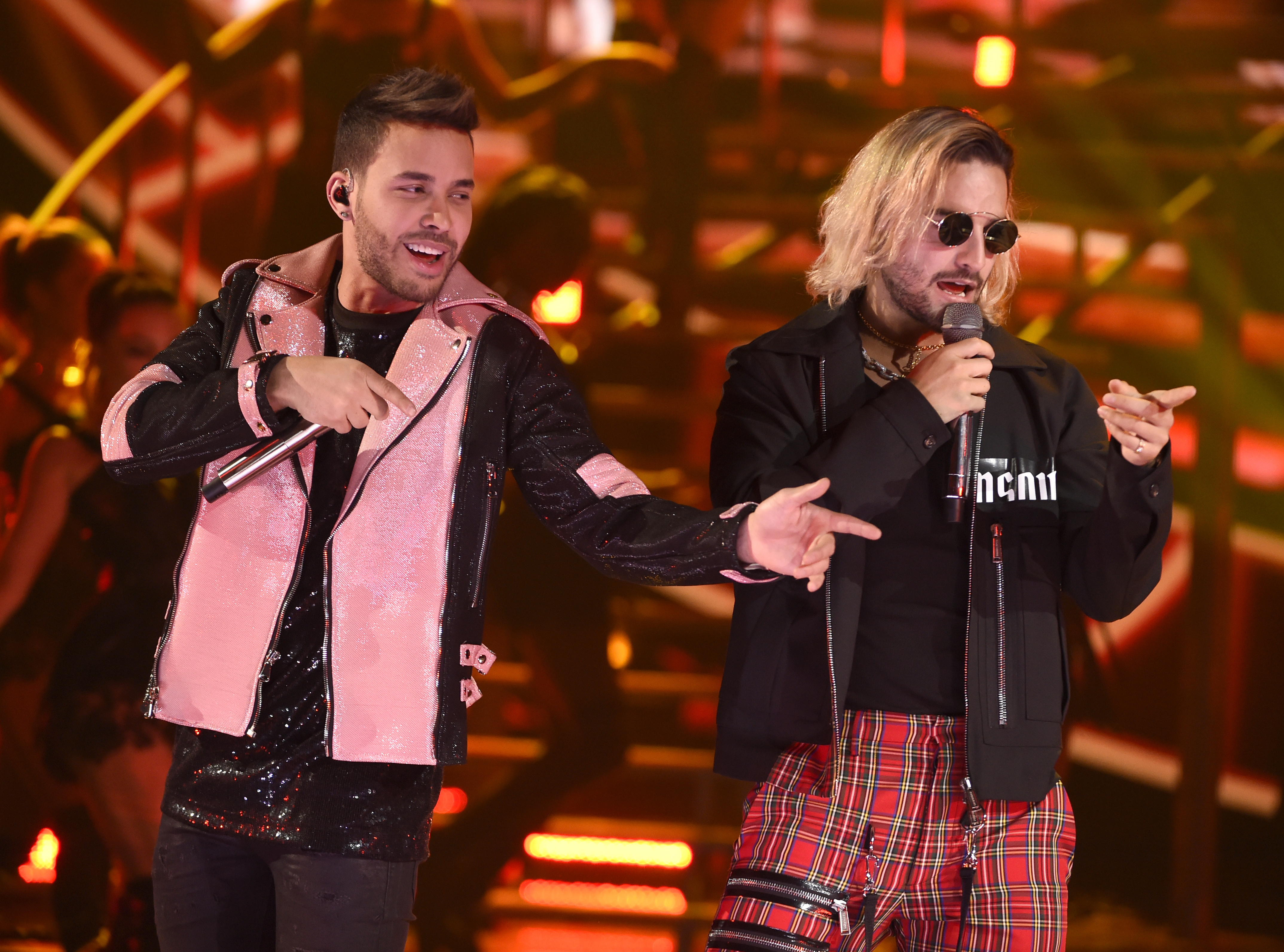 """Prince Royce y Maluma cantaron """"El Clavo"""" (Chris Pizzello/Invision/AP)"""