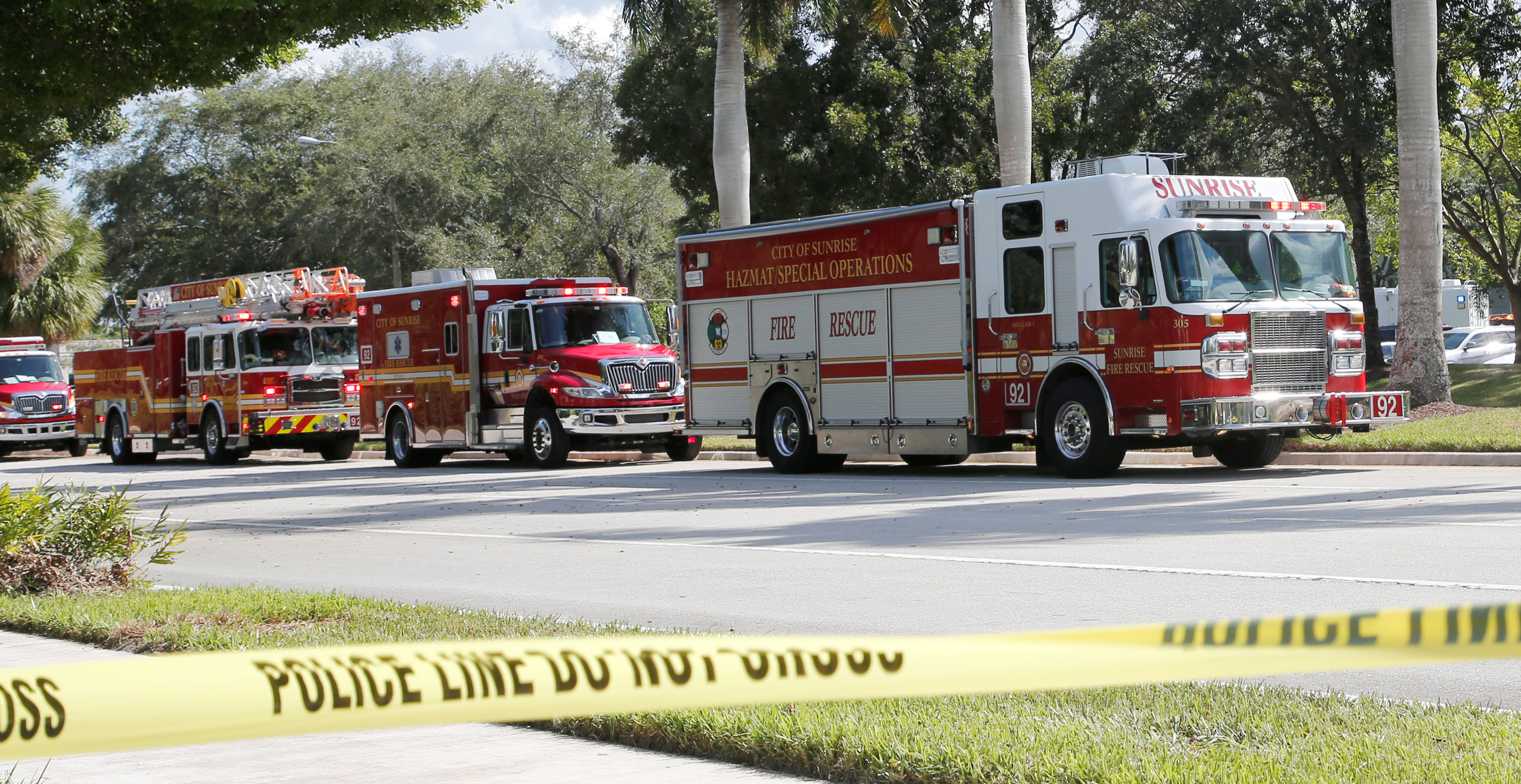 Los equipos de emergencia en Sunrise, Florida (REUTERS/Joe Skipper)