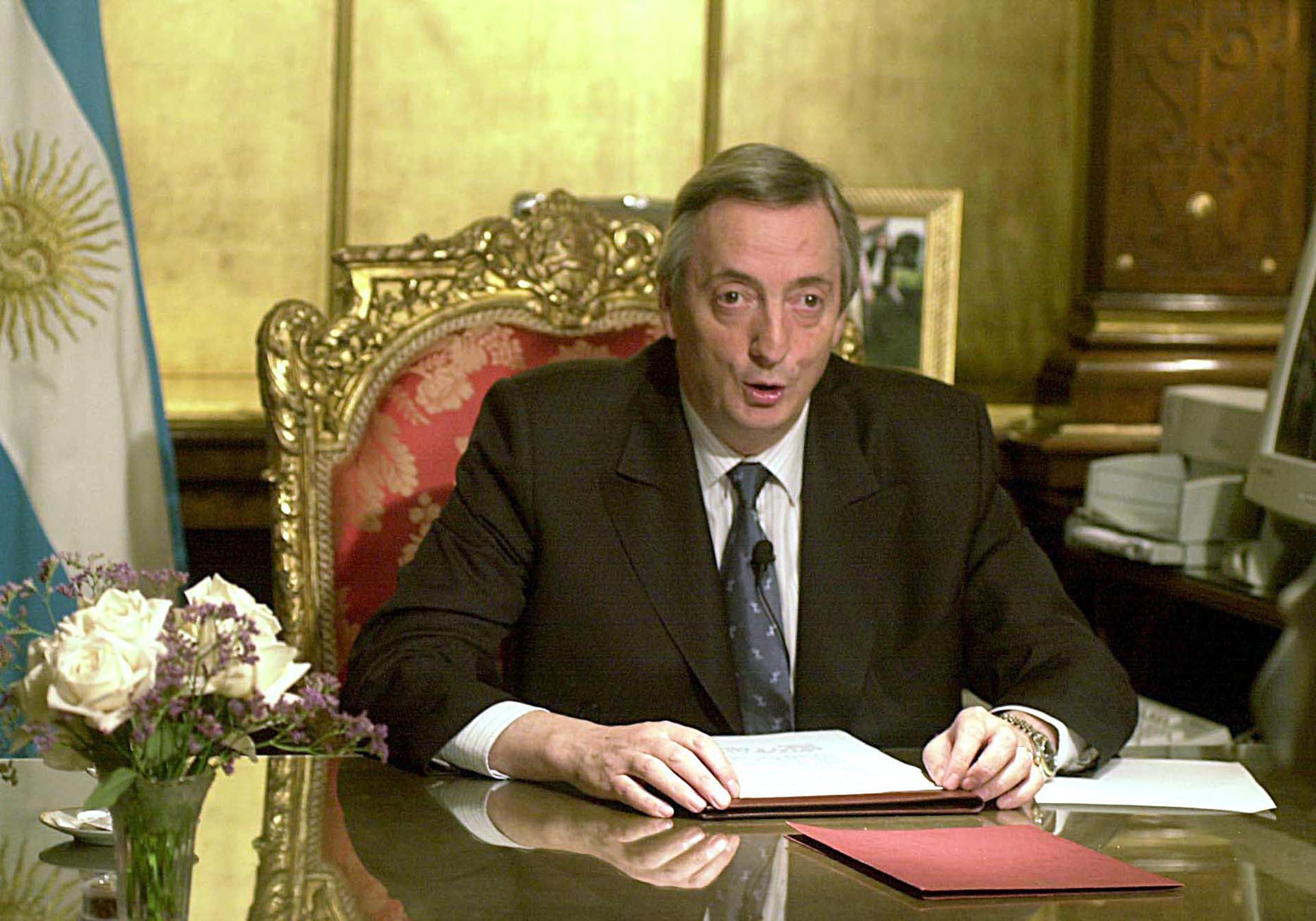 El presidente Néstor Kirchner habla por Cadena Nacional para referirse a la Corte Suprema de Justicia.