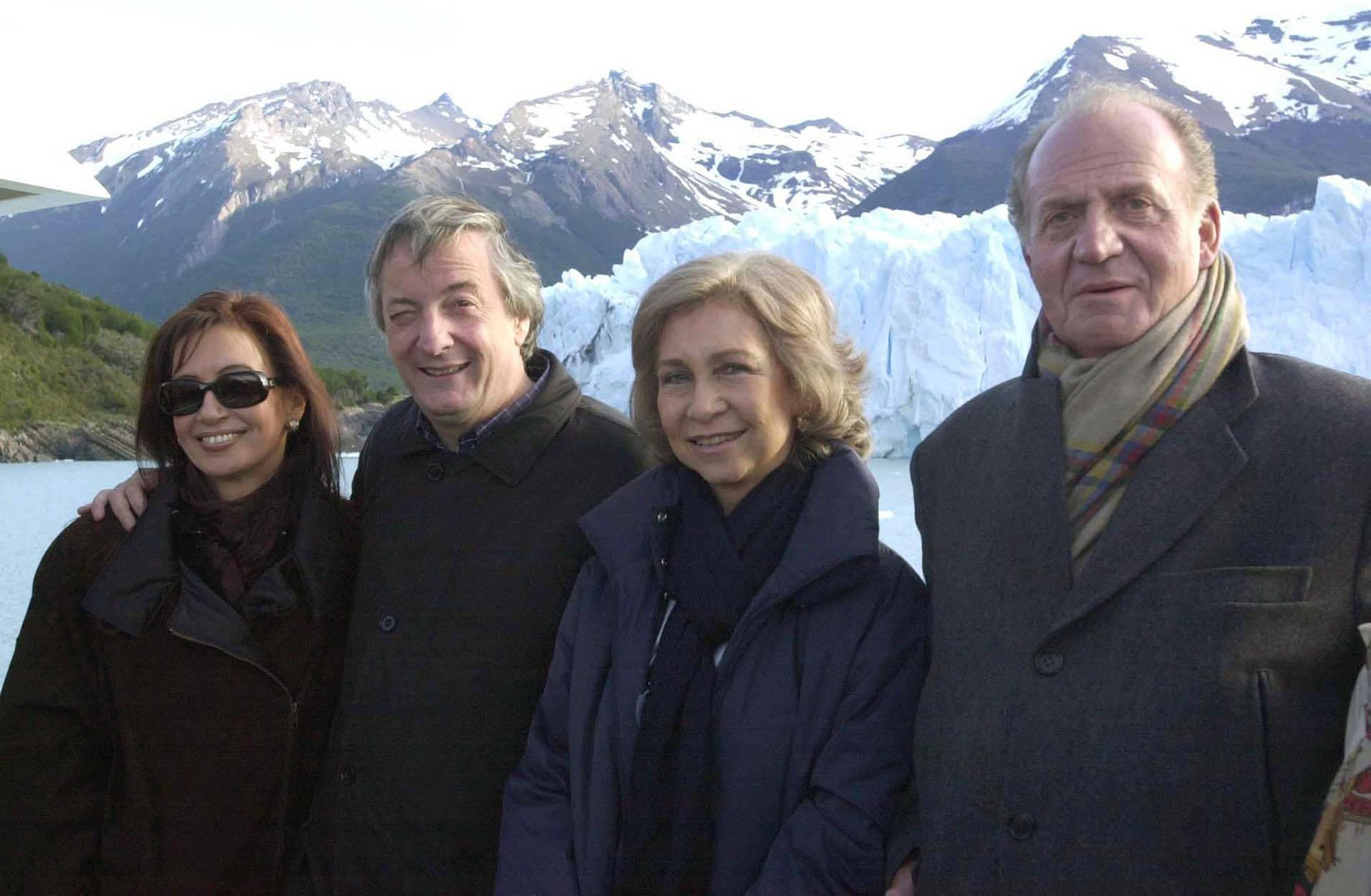 El presidente Néstor Kirchner y su esposa Cristina junto a los reyes de España. Juan Carlos y Sofía, durante la visita que hicieron al glaciar Perito Moreno