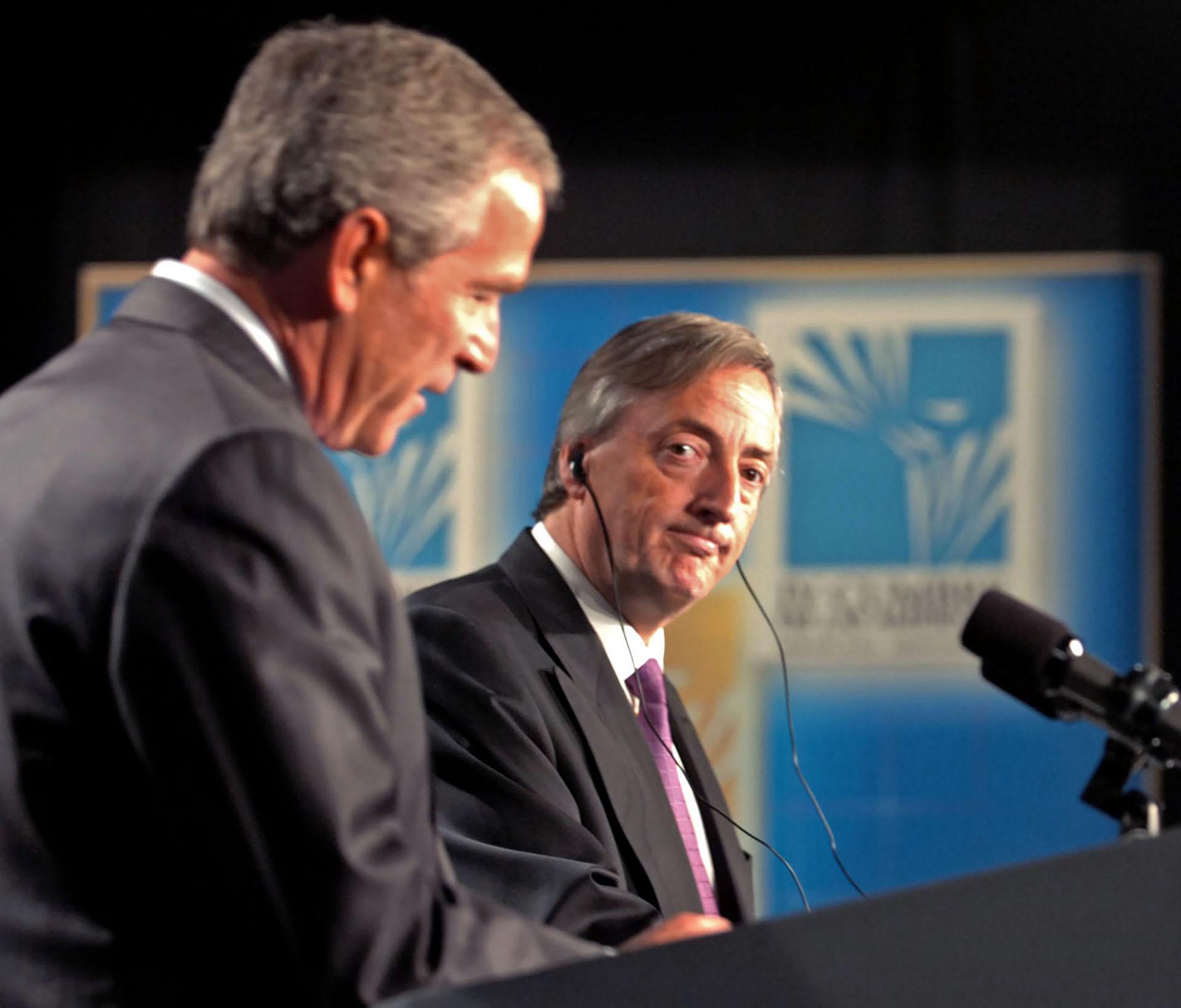 El presidente norteamericano George W. Bush y y su par argentino, Néstor Kirchner, durante la conferencia de prensa que ofrecieron luego de reunirse