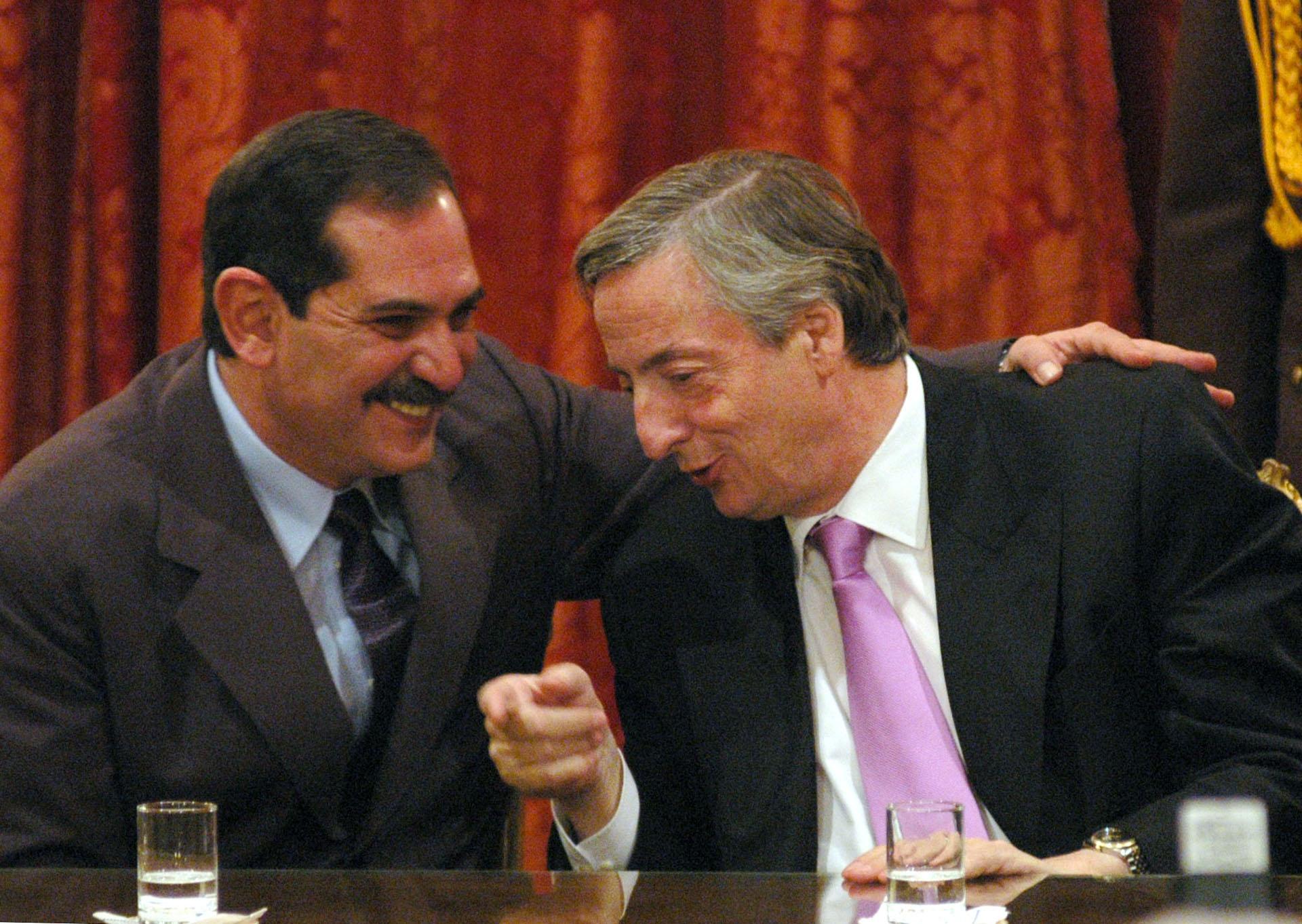 El presidente Néstor Kirchner junto al gobernador de Tucumán, José Alperovich, durante un acto realizado en Casa de Gobierno