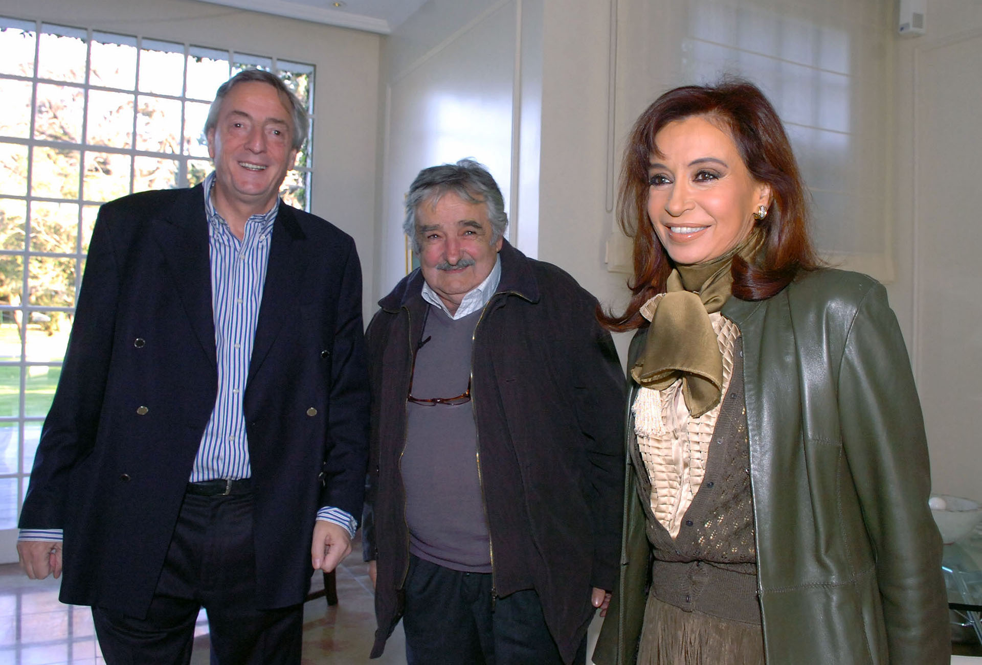 La presidentaCristina Kirchnery su esposoNéstor Kirchner reciben en la quinta de Olivos al senador uruguayo, José Mujica