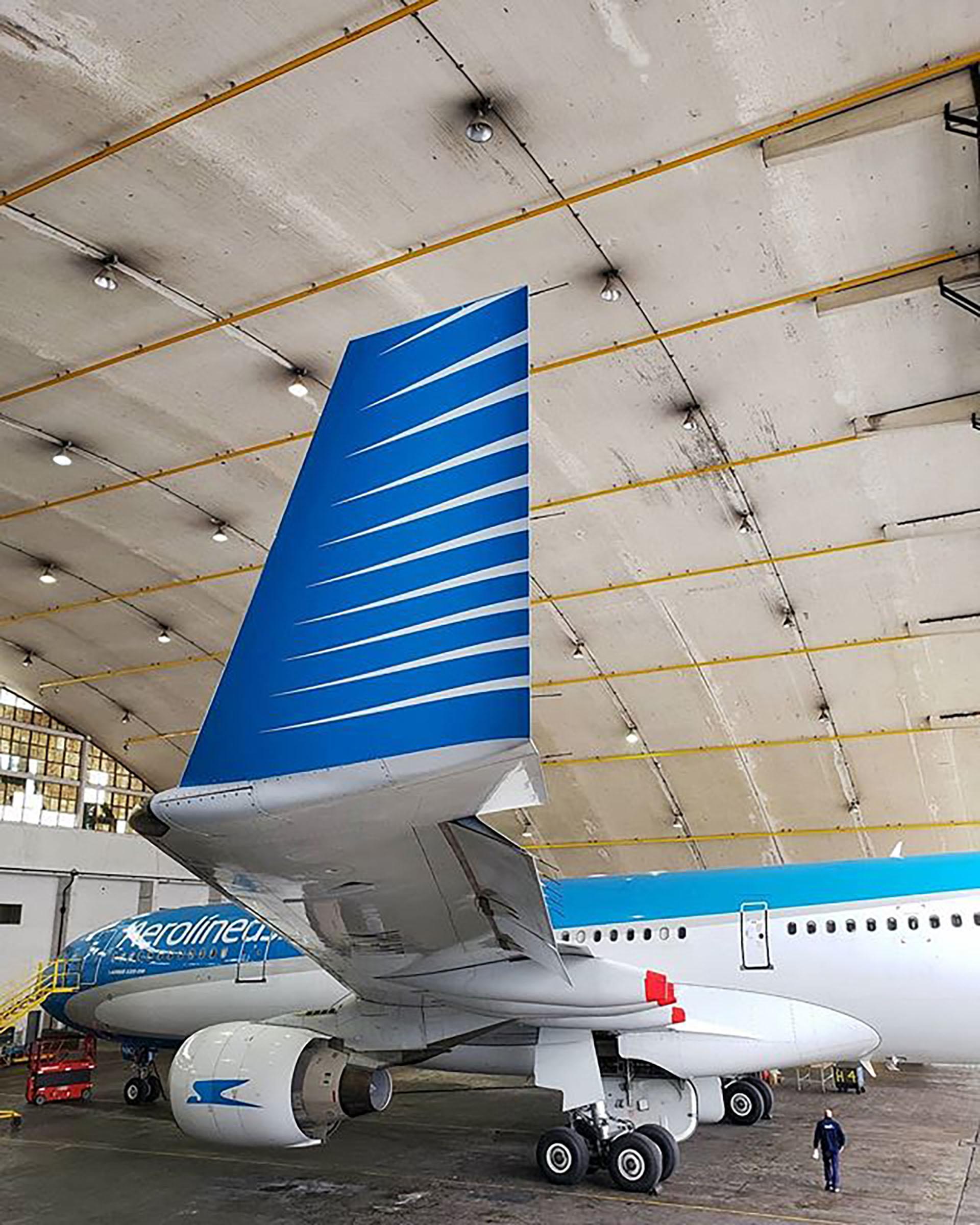 El Airbus A330-200 LV-FNK tiene 18 años de edad y es operando para la aerolínea de bandera desde noviembre de 2013 (foto: @lucassrubio)