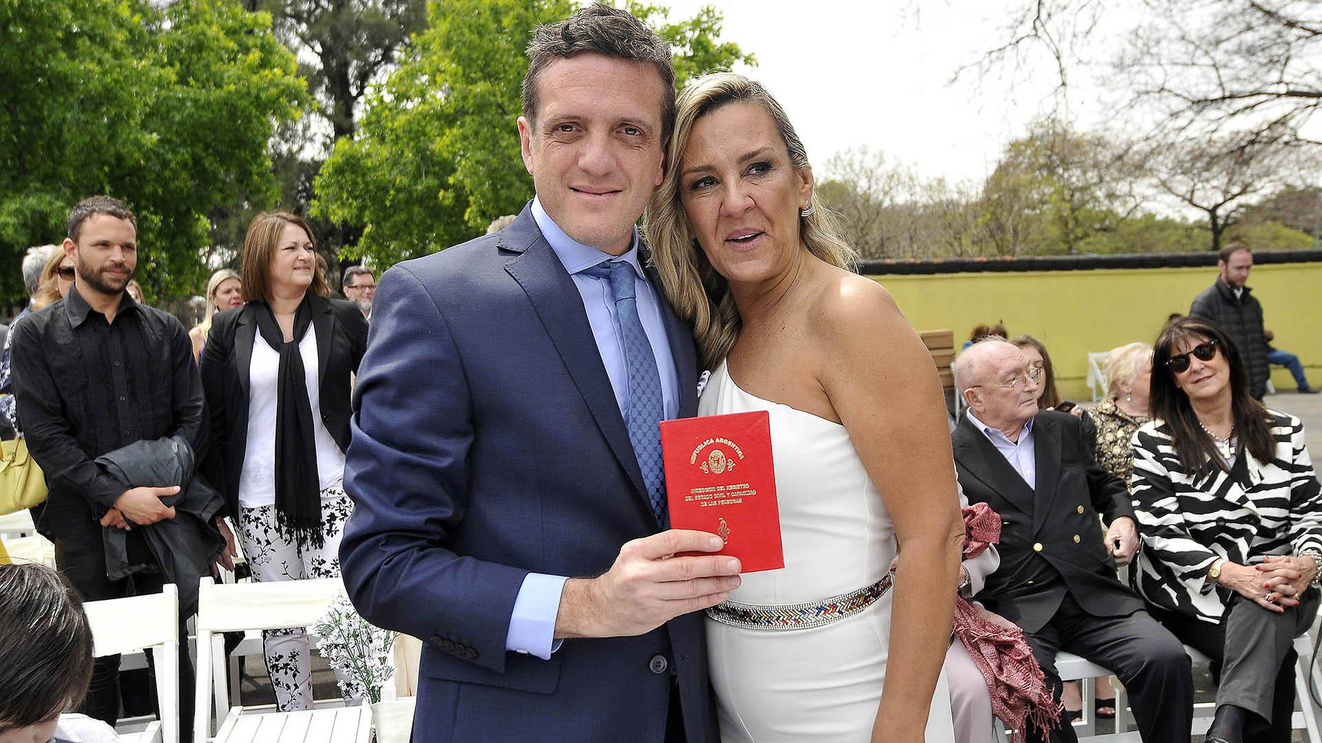 El perioidista Mauro Szeta se casó con la fiscal Clarissa Antonini en el Jardín Japonés (Crédito: Veronica Guerman)