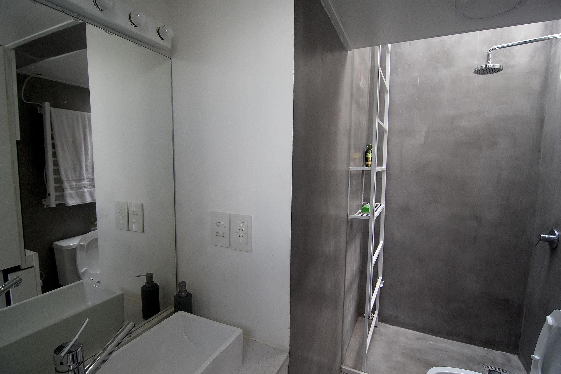 La demolición de los pocos elementos construidos al interior del espacio permitió la homologación no calificada del mismo, dejando por fuera solo un pequeño baño.