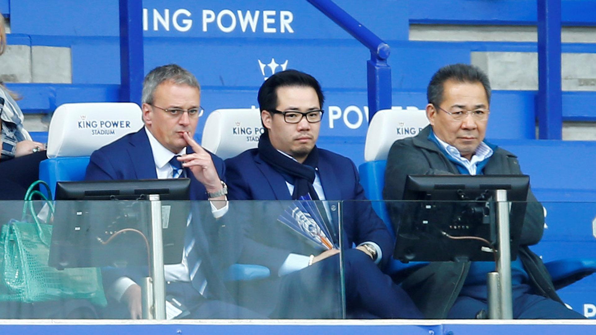 Vichai Srivaddhanaprabha, dueño del Leicester (a la derecha en la foto) (Reuters)