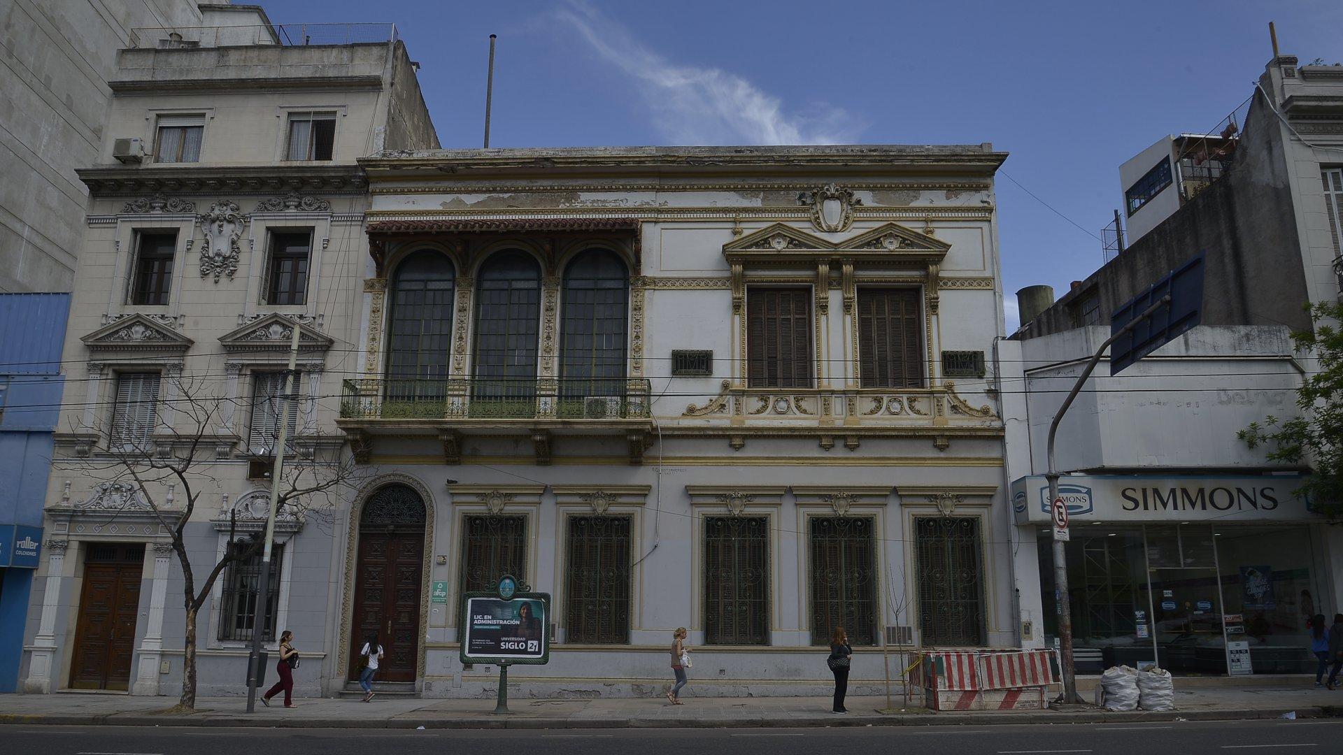 AFCP – EX RESIDENCIA ÁNGEL BRACERAS. La residencia fue encargada por Bernardo Etchegoyen y adquirida luego por el industrial textil uruguayo Ángel Braceras, hijo de un empresario vizcaíno.
