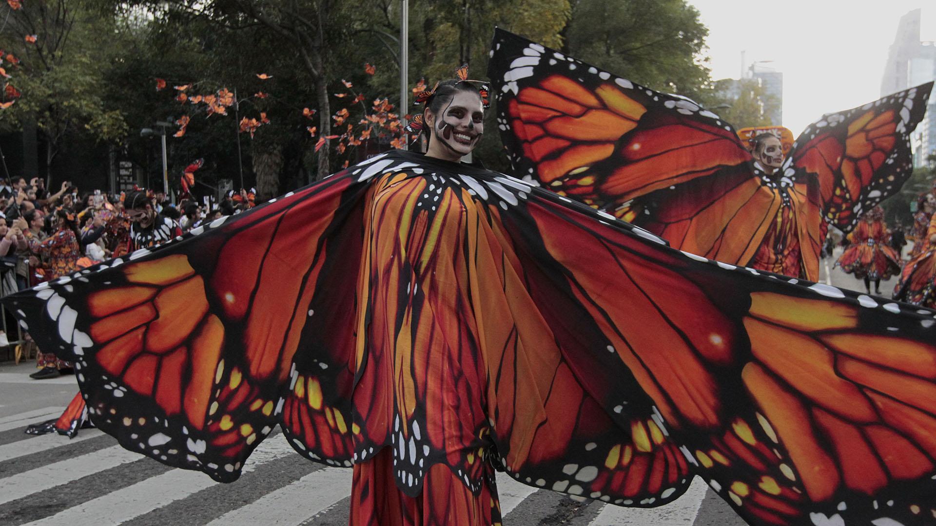 En un subsegmento se recuerda a los animales migratorios. En este sentido, uno de los contingentes más aplaudidos fue el de un grupo de danzantes de ballet que representaban a las mariposas monarcas