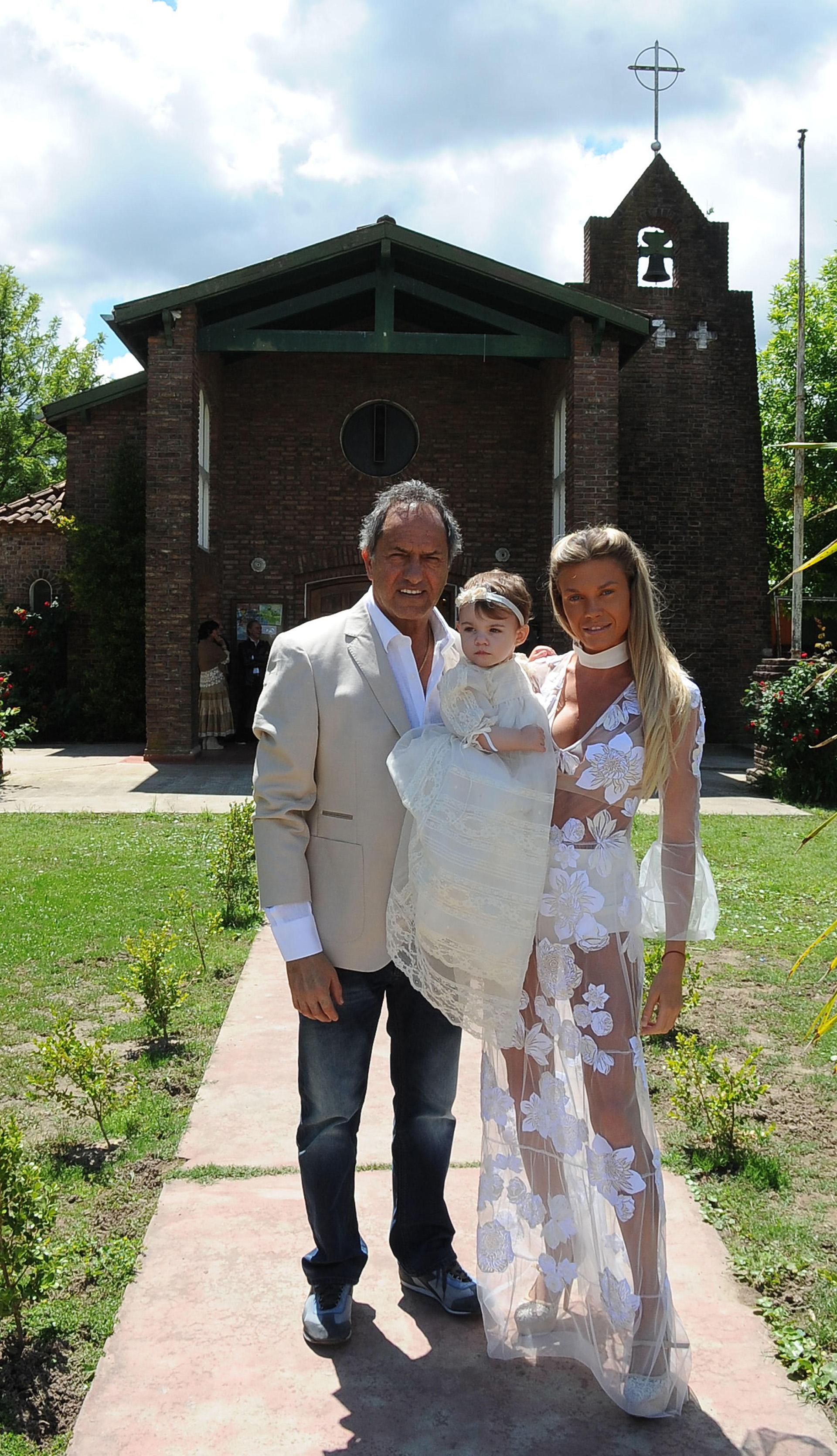 El festejo del bautismo fue un almuerzo en Villa La Ñata, donde actualmente reside el gobernador