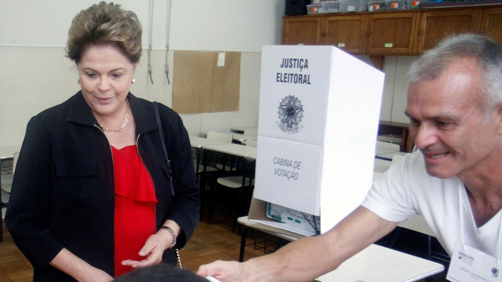 Dilma votó y aseguró que confía en una remontada de Haddad (EFE)