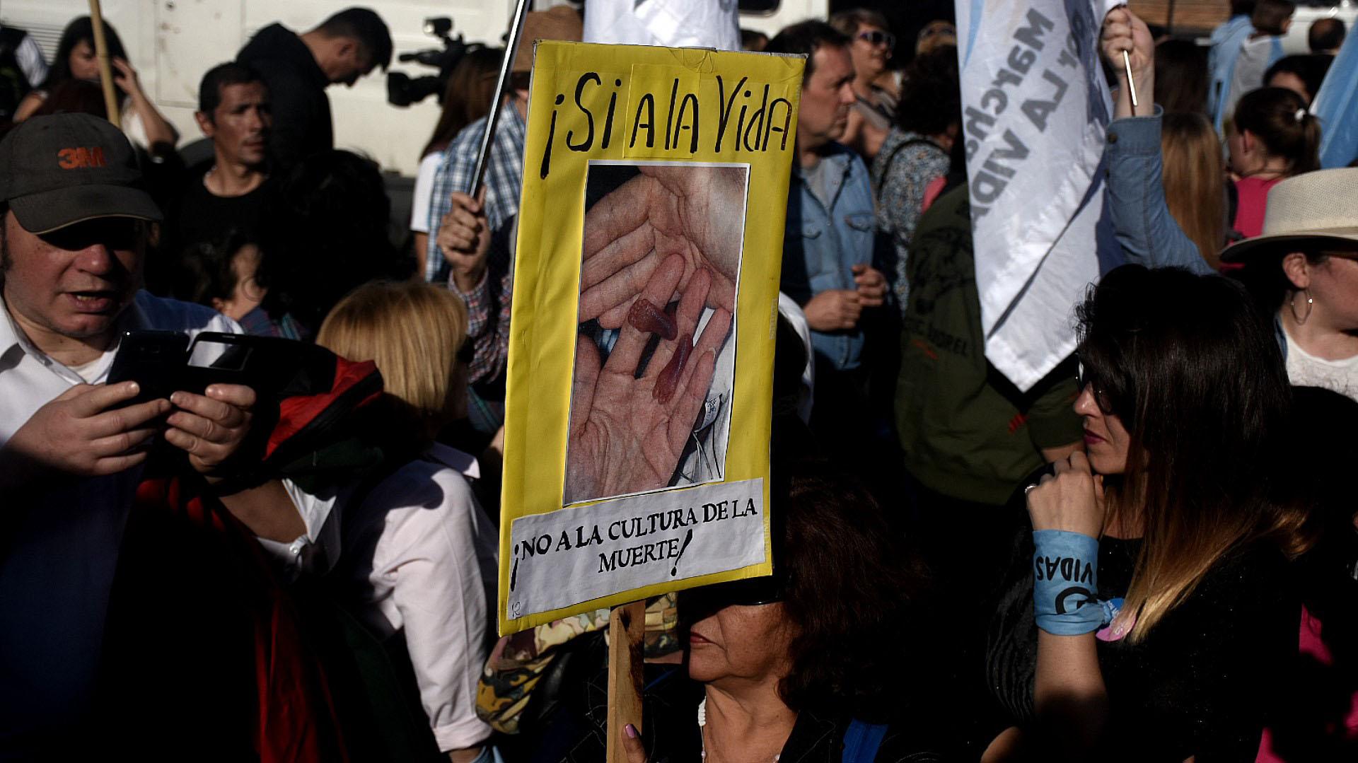"""Entrelas exigencias se encontraban """"exigir al parlamento un cese inmediato a los intentos de recortar los derechos contemplados en la legislación sobre educación sexual vigente"""""""