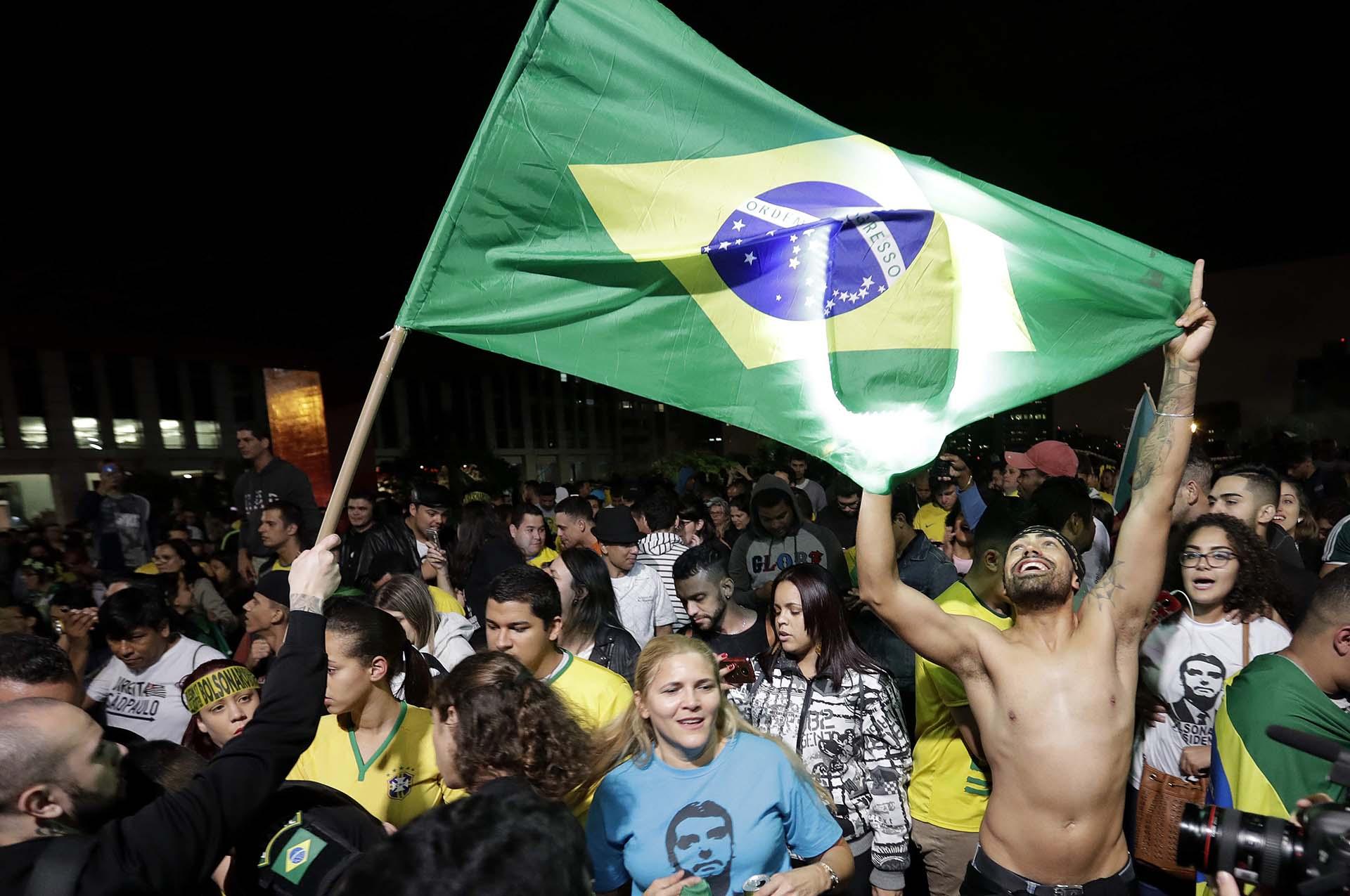 Los seguidores de Bolsonaro festejaron el triunfo en las calles de Brasil EFE/Sebastião Moreira