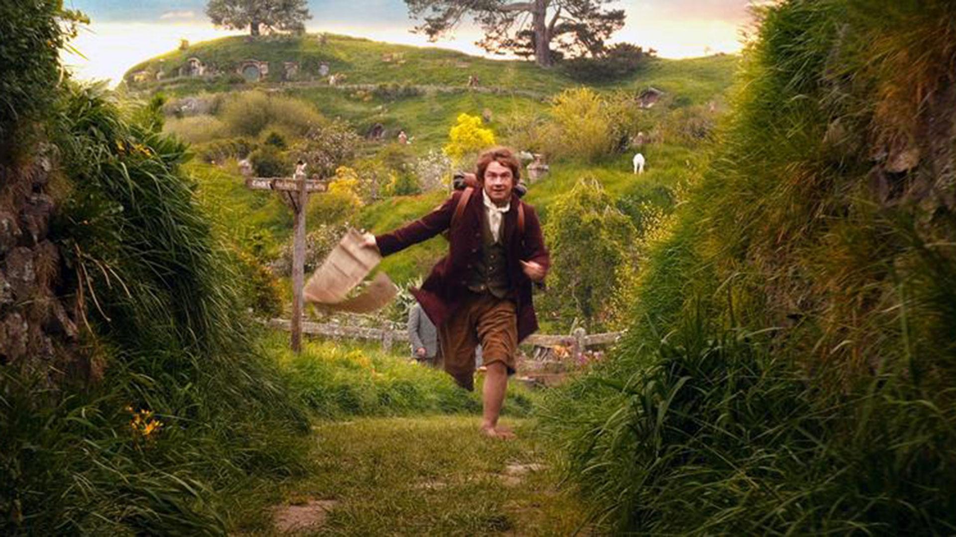 Tanto en la triología de El señor de los anillos y en El Hobbit aparecen las características casitas de Hobbiton.