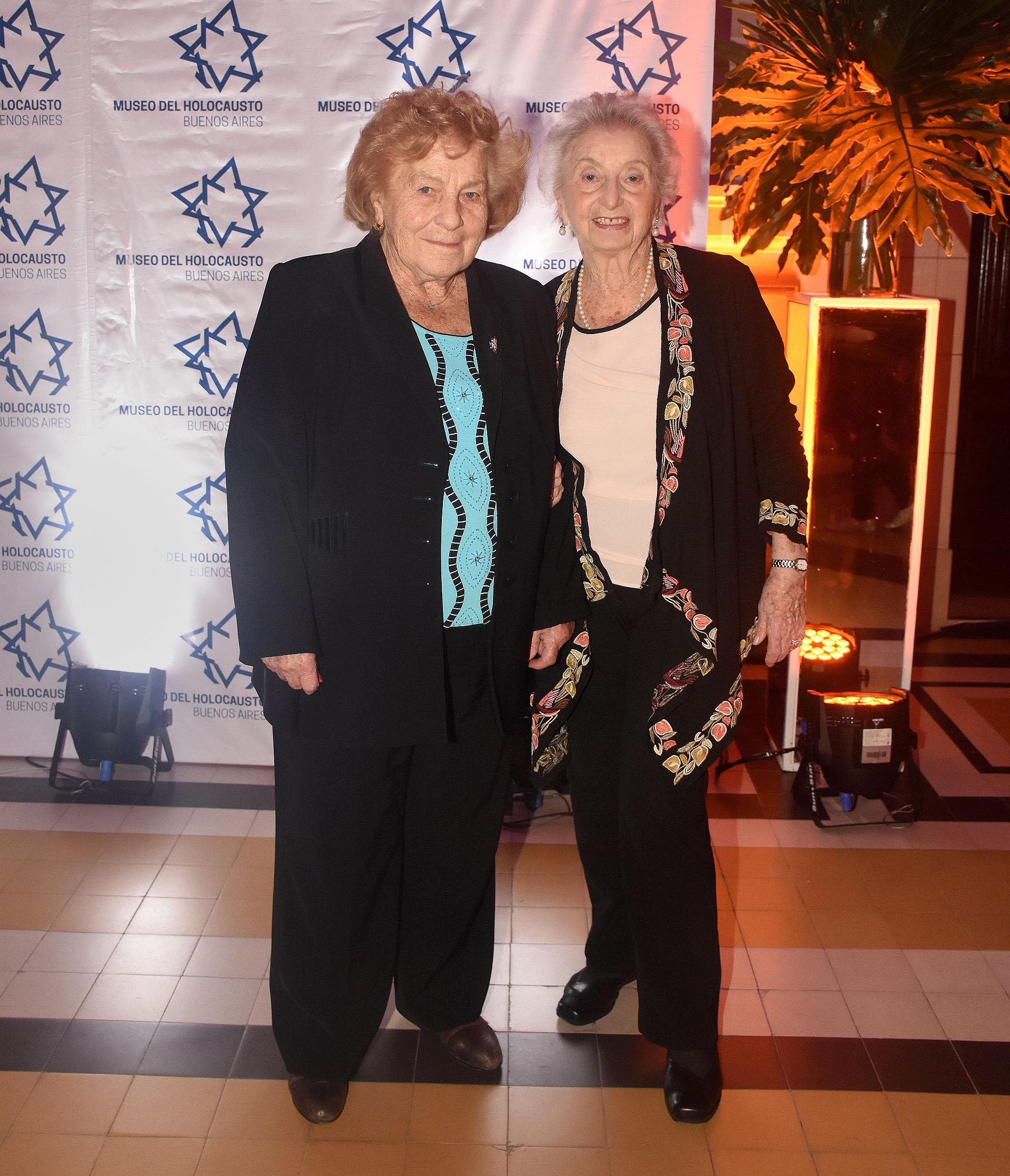Eva Fono de Rosenthal y Hanka Dziubas Grzmot, sobrevivientes del Holocausto