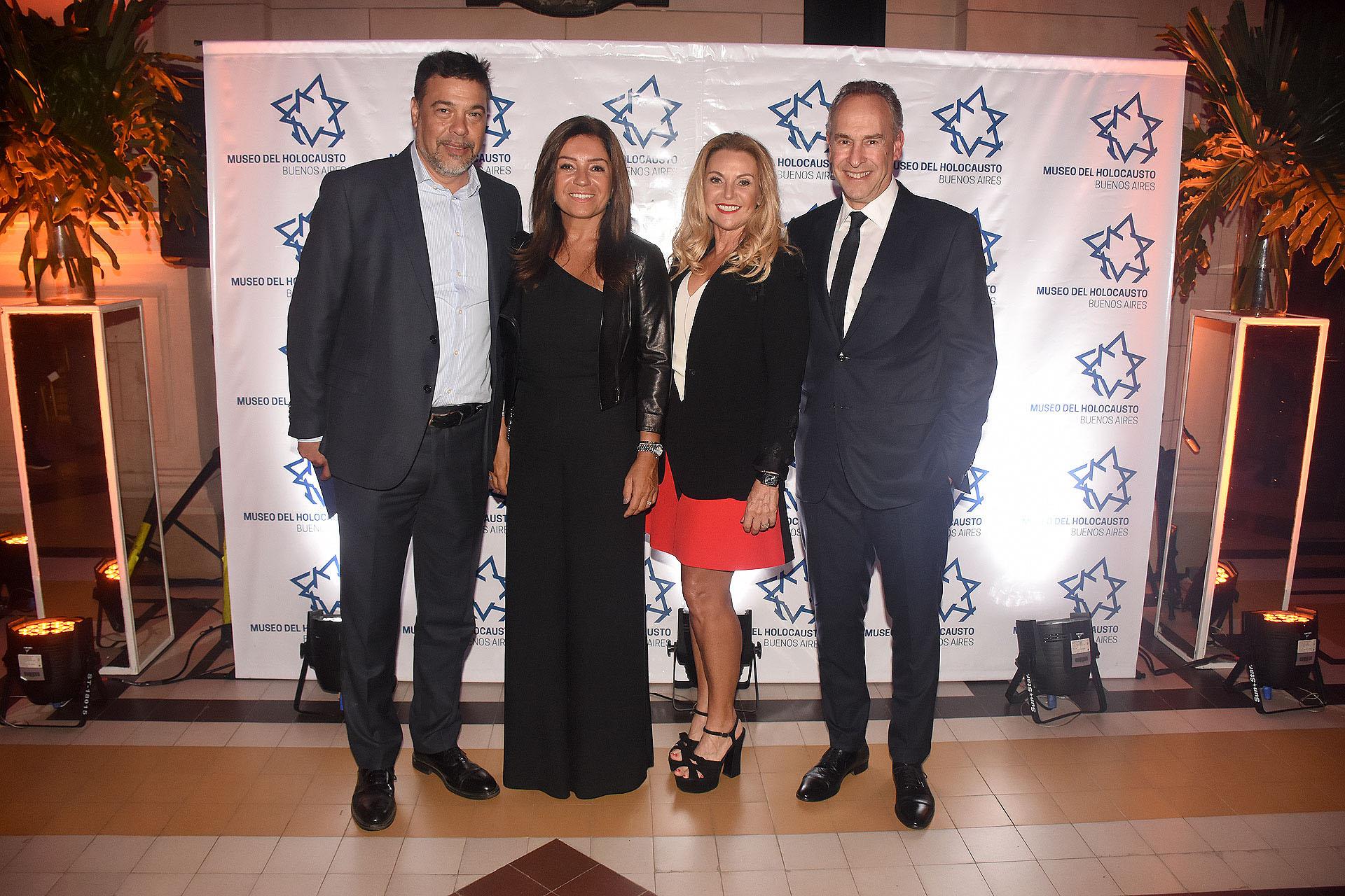 Darío Werthein, Accionista en Grupo Werthein, Cecilia Nobili, Marcelo Mindlin, presidente del Museo del Holocausto, y su esposa Mariana