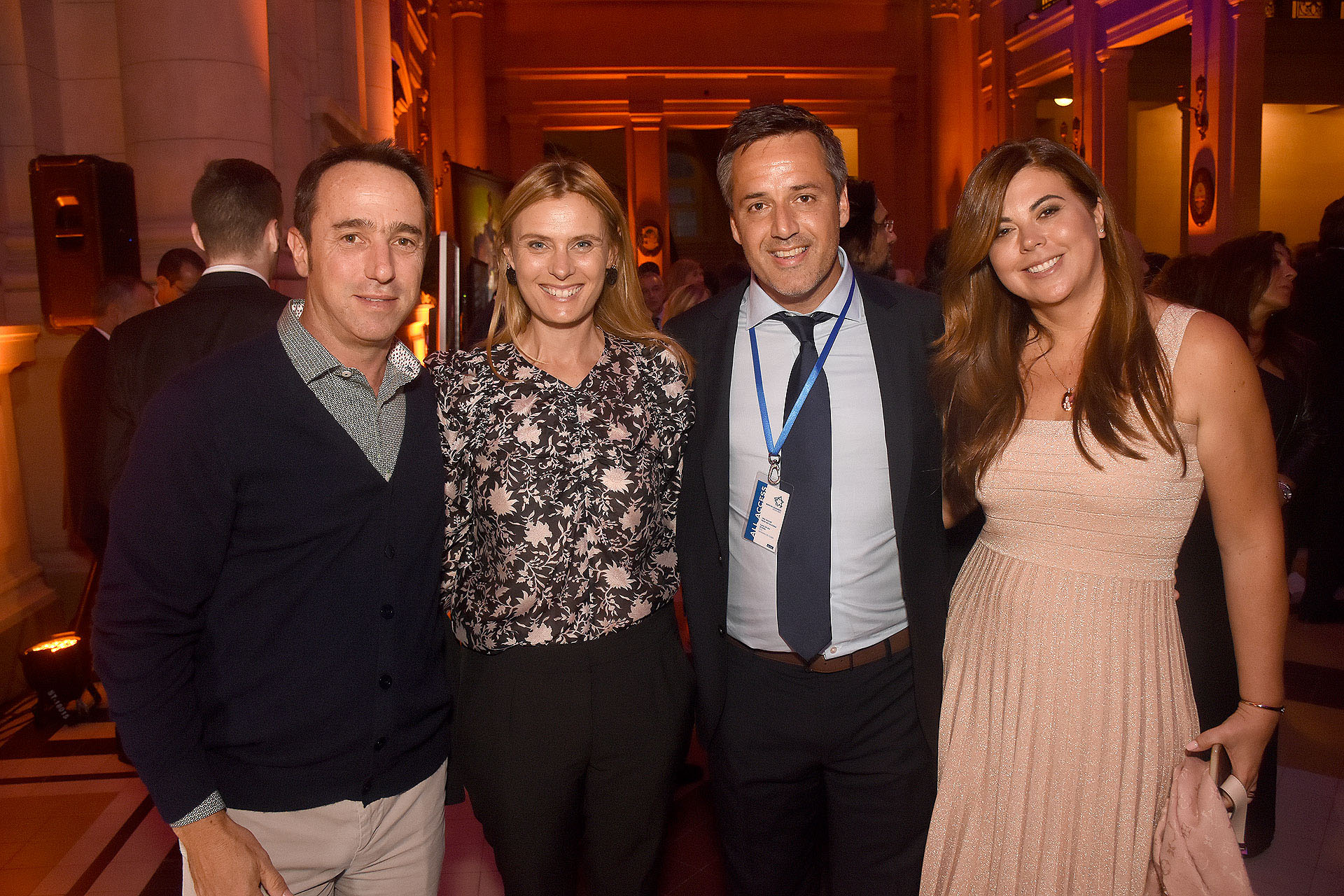 Marcos Galperin, director ejecutivo de Mercado Libre, su esposa, Gastón Taratú y esposa