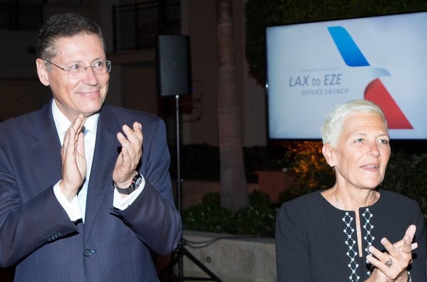 La vicepresidenta senior de American Airlines para Los Ángeles, Suzanne Boda (der), durante la presentación del vuelo a Buenos Aires (Silvia Mautner)