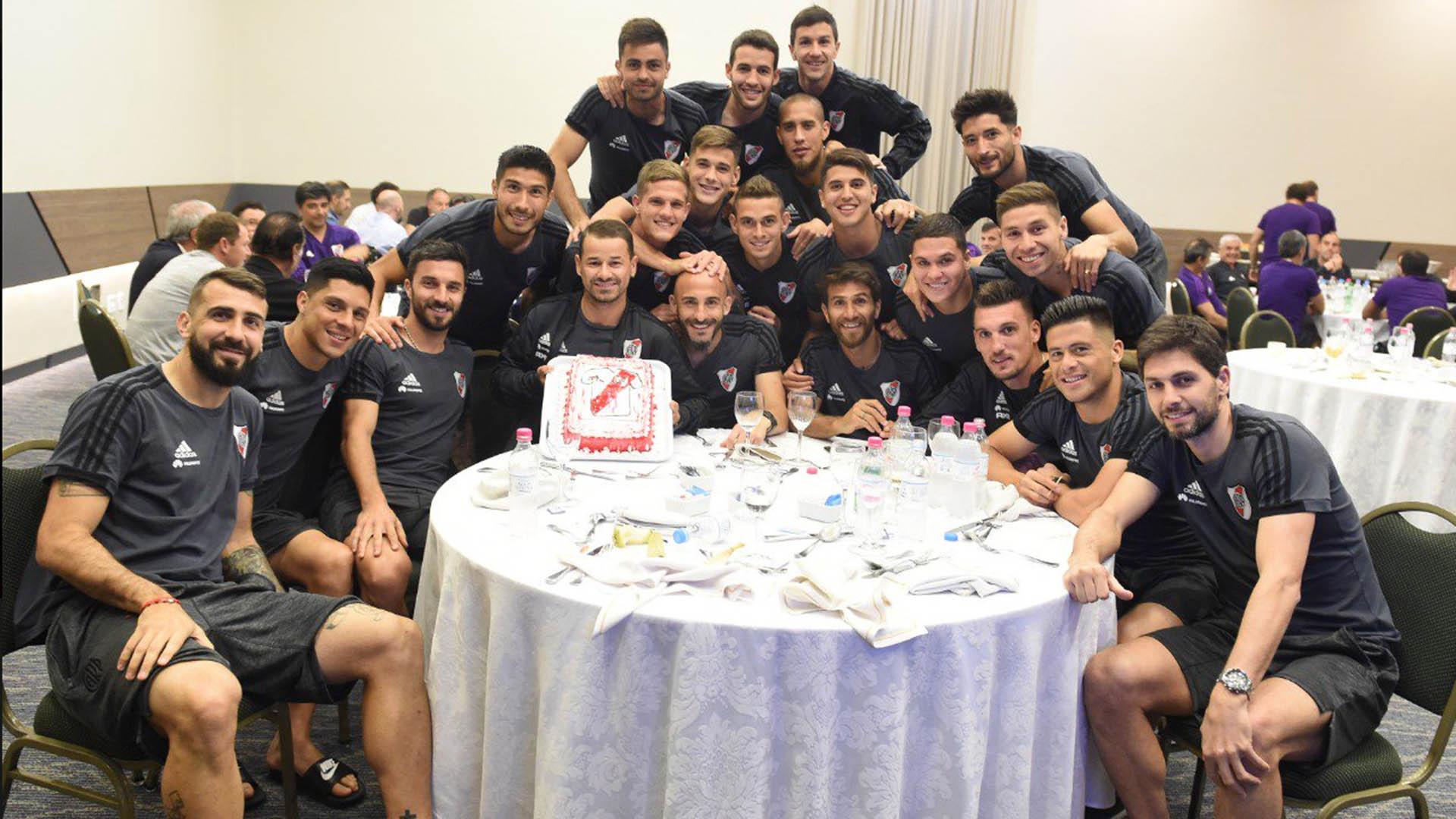 Los jugadores celebraron el 31° cumpleaños de Rodrigo Mora en el hotel (River oficial)