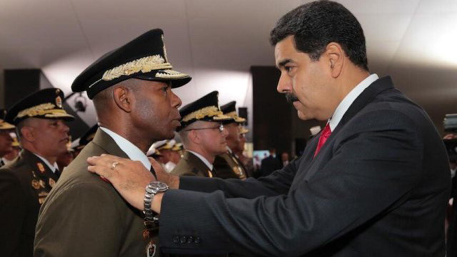 Manuel Ricardo Cristopher Figuera junto a Nicolás Maduro