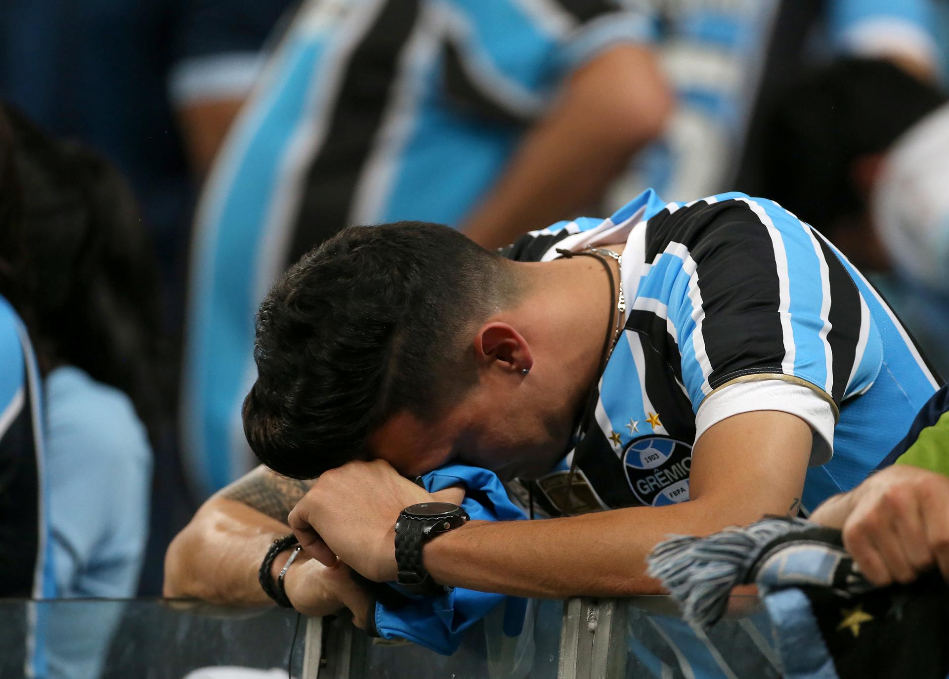 Otro hincha en el que se resume la decepción de Gremio de Porto Alegre(REUTERS)