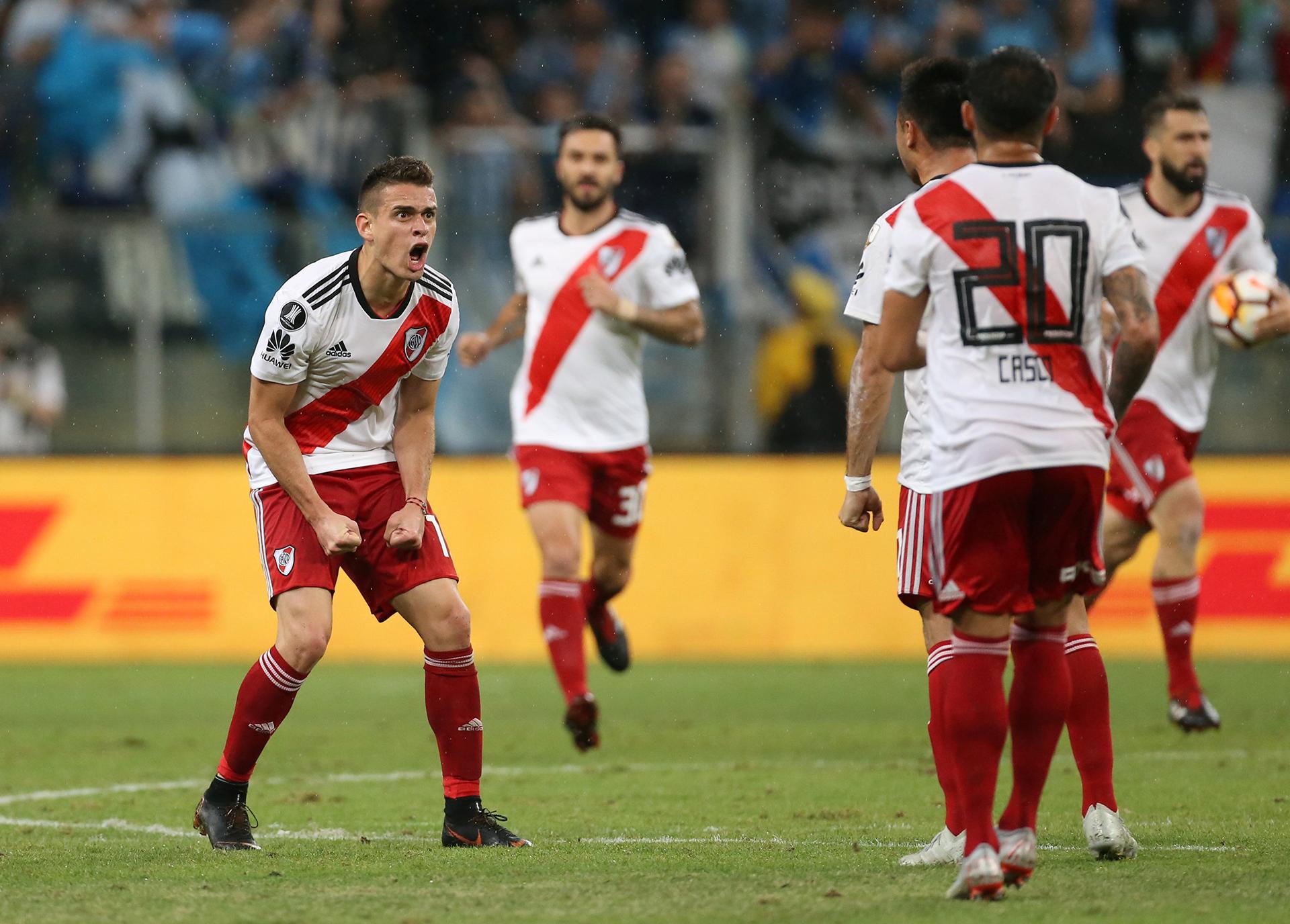 Santos Borré grita con el alma su gol para el empate parcialde River ante Gremio (REUTERS)