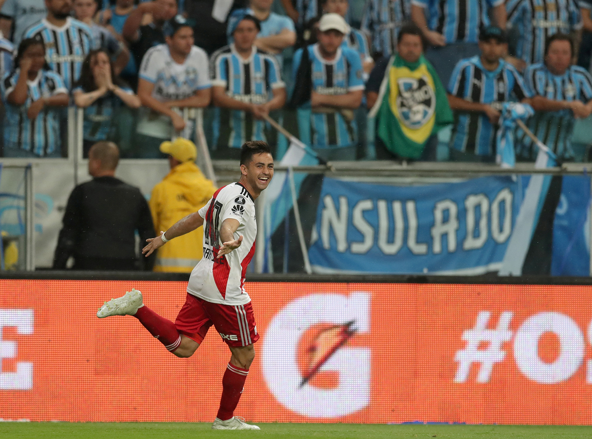 """Gonzalo """"Pity"""" Martínez celebra su gol de penal, el que le dio a River la clasificación a la final de la Copa Libertadores de América 2018 en el estadio Arena do Gremio de Porto Alegre(REUTERS)"""