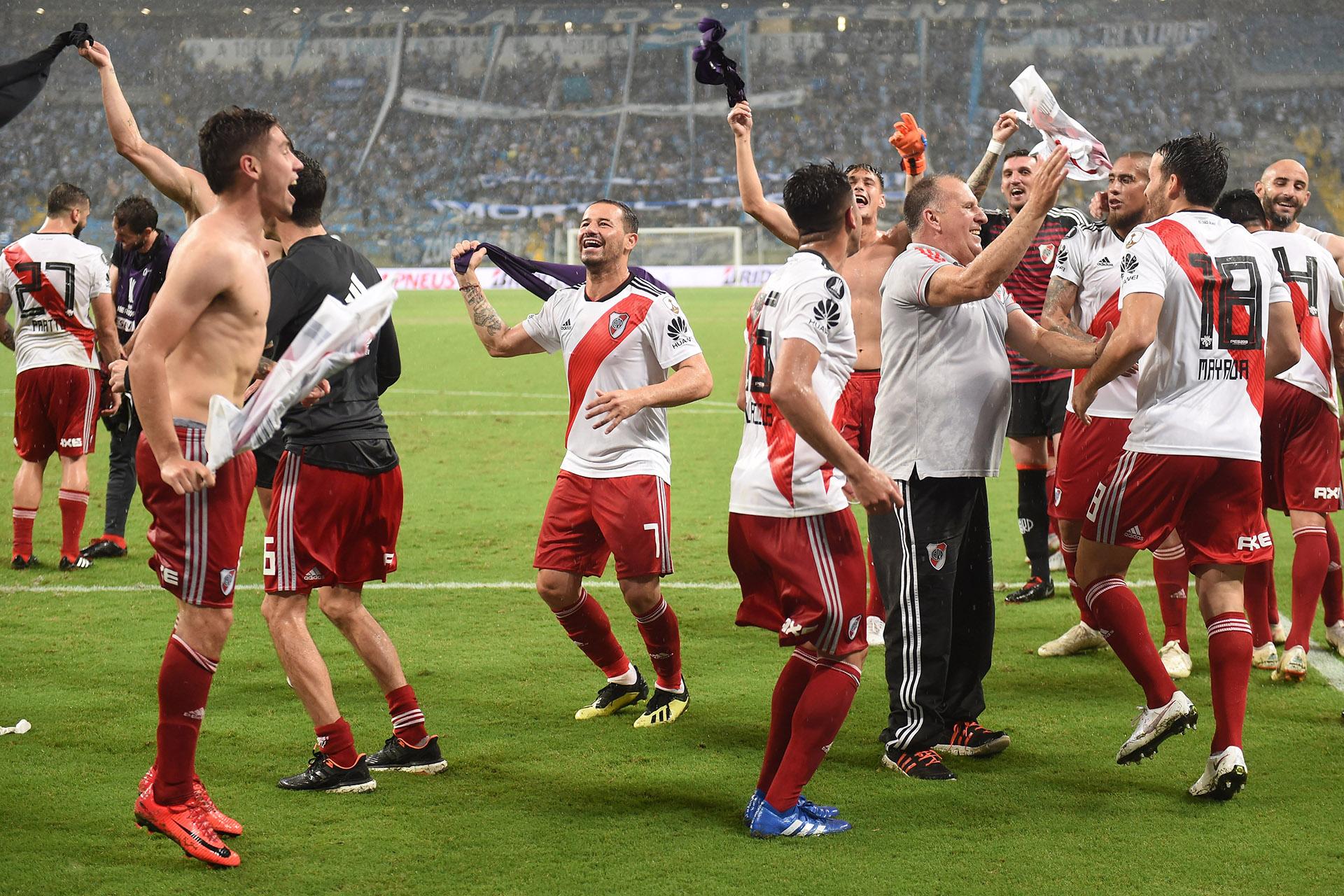 River se clasificó a la final de la Copa Libertadores y los jugadores celebraron frente a los hinchas por largo rato tras el partido (Fotobaires)