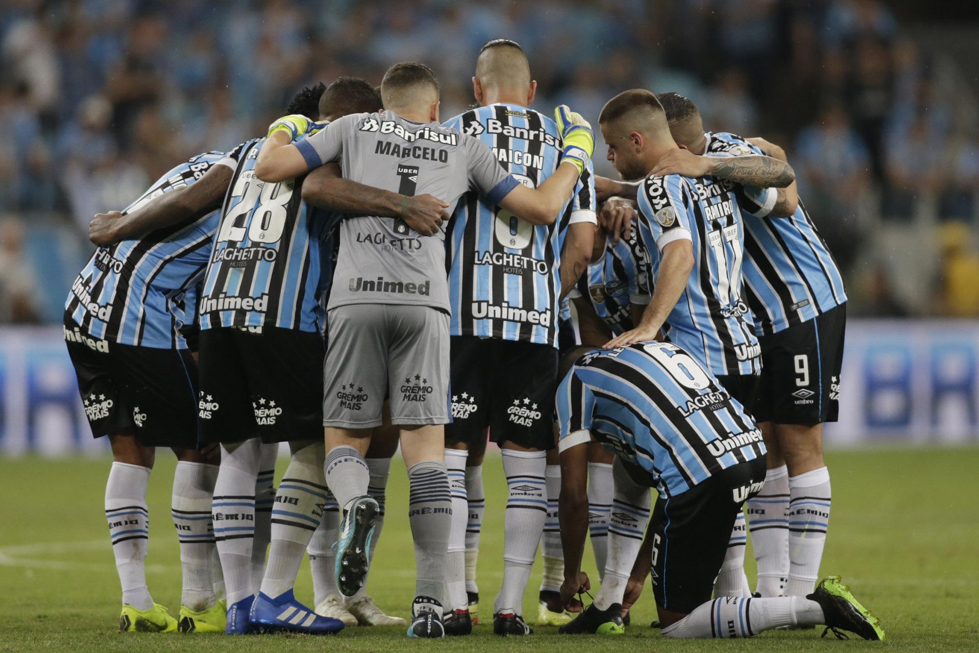 Los jugadores de Gremio de Porto Alegre se mostraban confiados en ratificar lo hecho en la ida de la semifinal en la que vencieron a River en Buenos Aires pero fallaron en la revancha (AP )