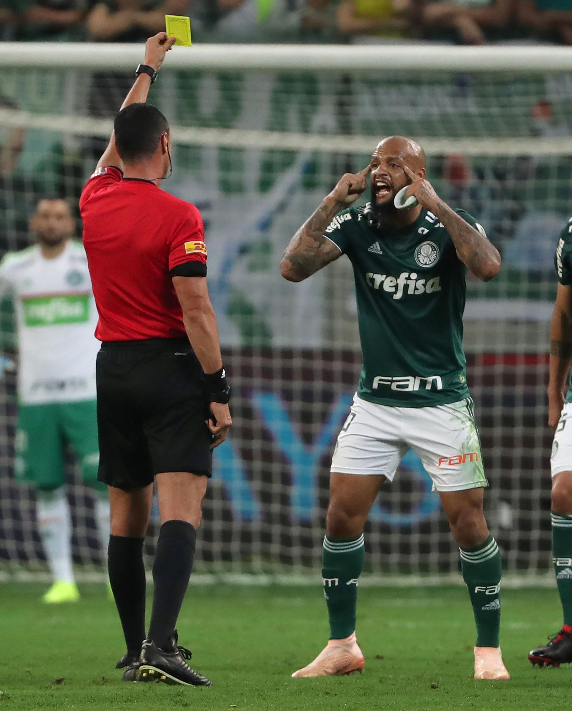 Fiel a su estilo, Felipe Melo protesta airadamente ante Wilmar Roldán