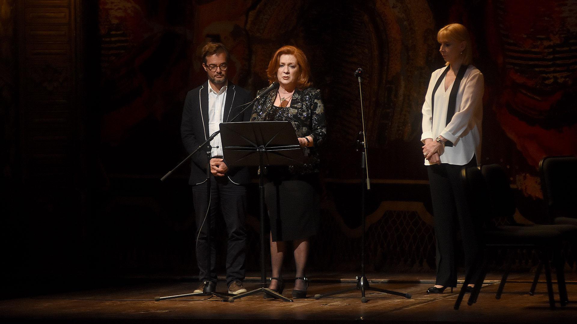 Enrique Avogadro, Teresa González Fernández y María Victoria Alcaraz