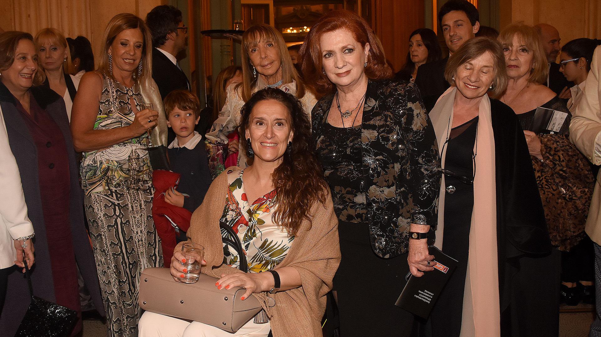 La Vicepresidente Gabriela Michetti junto a la presidente de ALPI, Teresa González Fernández