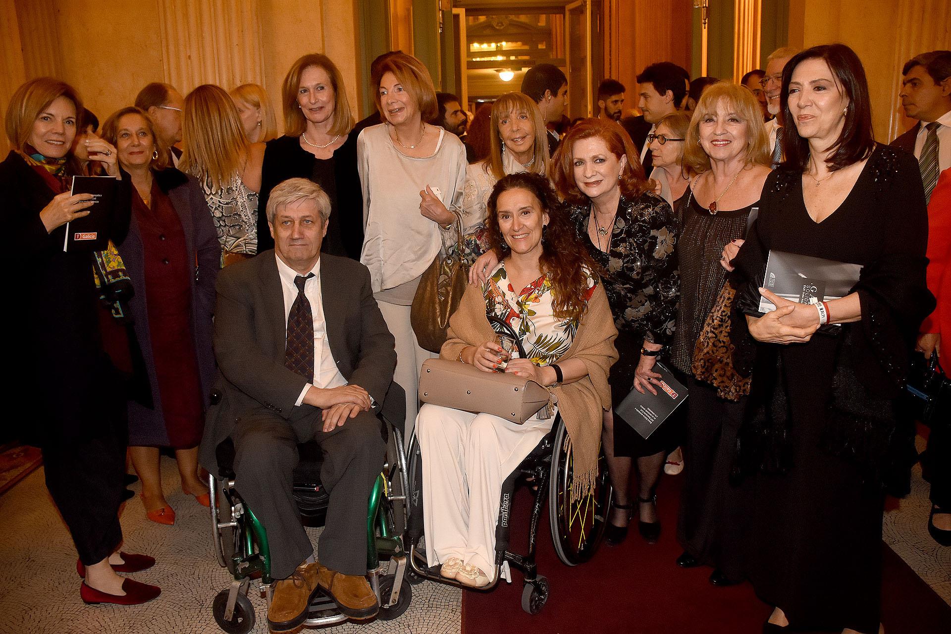 Gabriela Michetti junto a miembros de ALPI