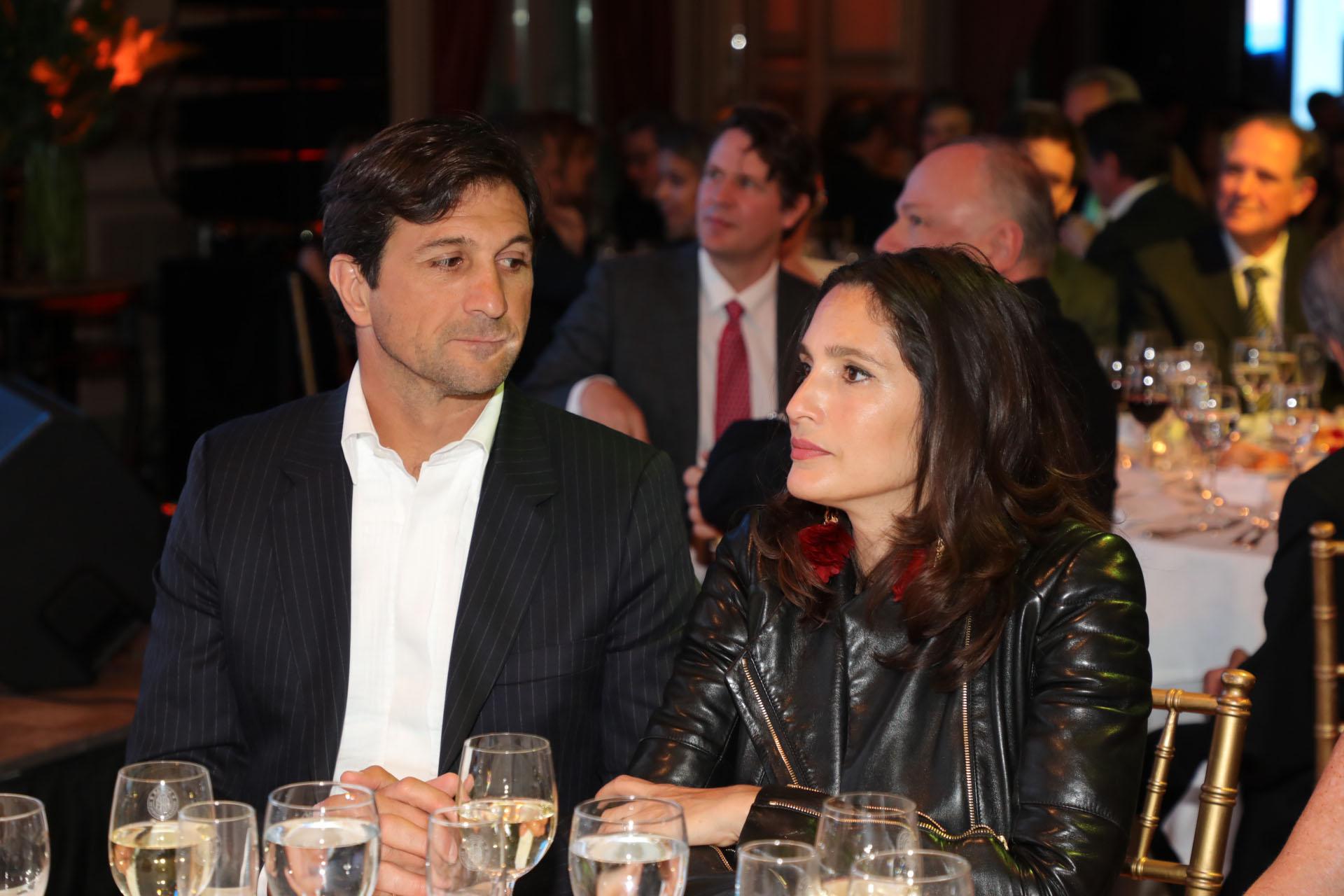 El presidente de la Asociación Argentina de Polo, Eduardo Novillo Astrada, y su mujer