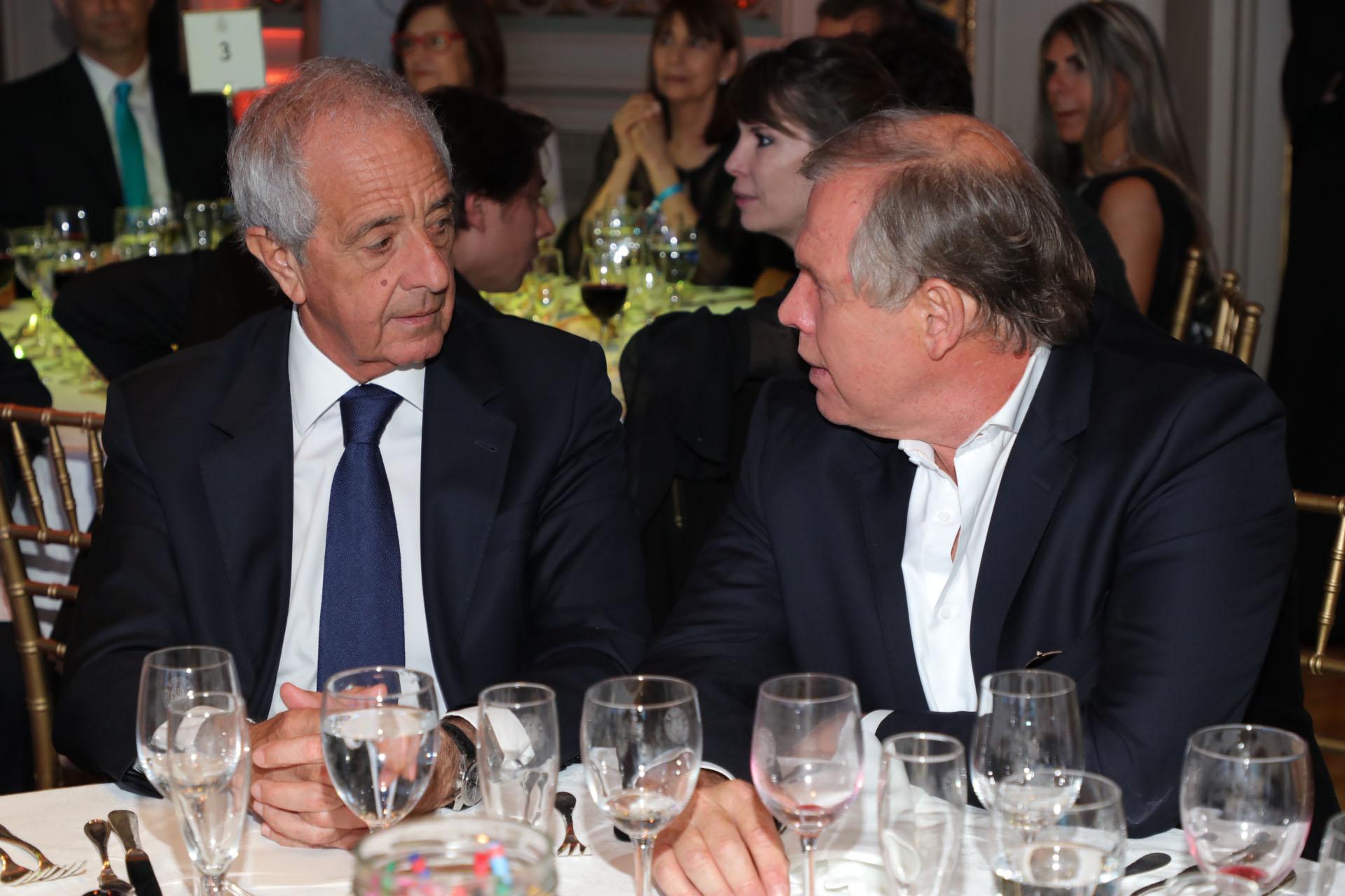 Rodolfo D'Onofrio y Gerardo Werthein en la mesa principal de la gala