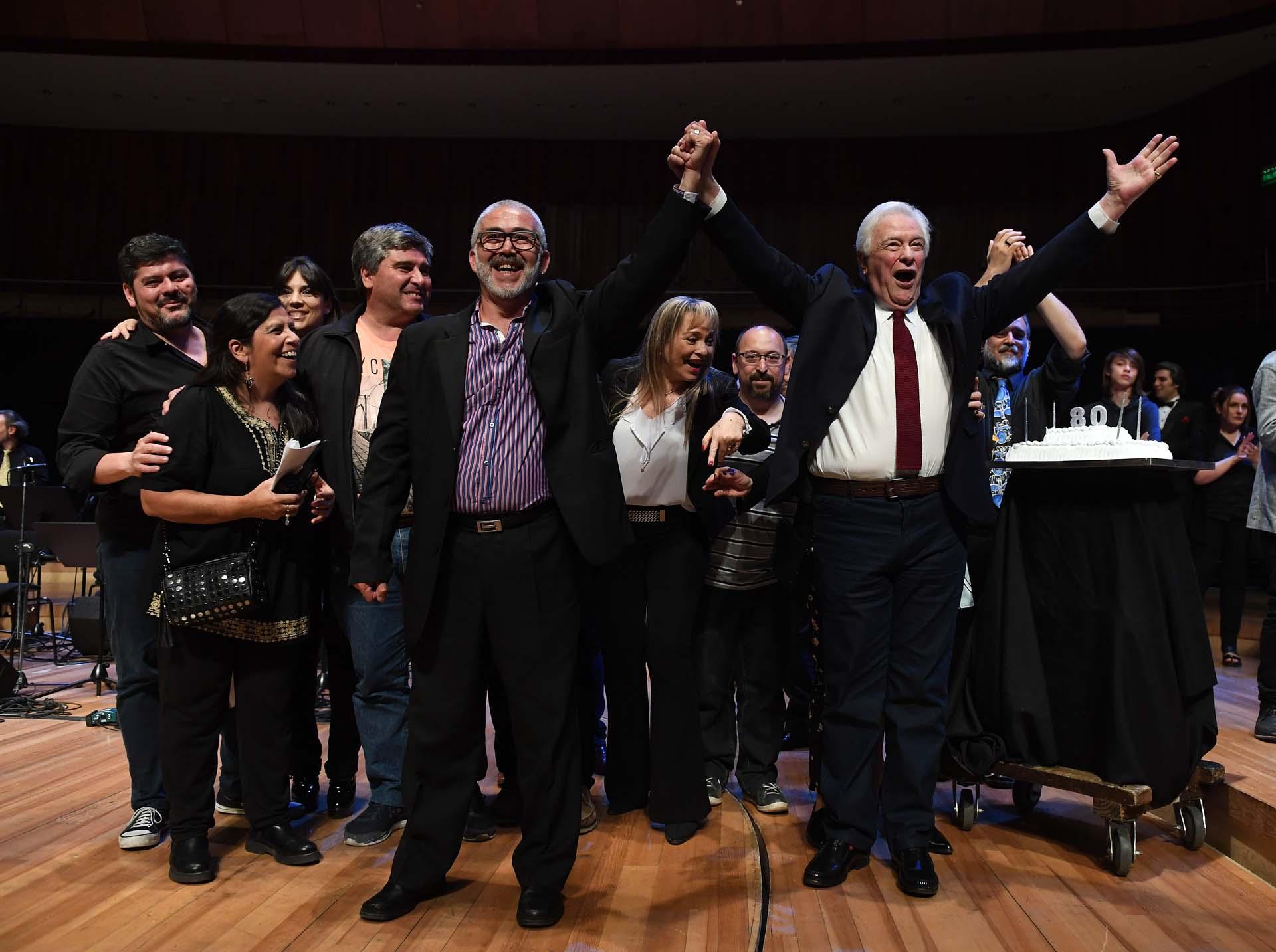Diversas figuras del mundo de la radio y del espectáculo participaron del homenaje al popular locutor