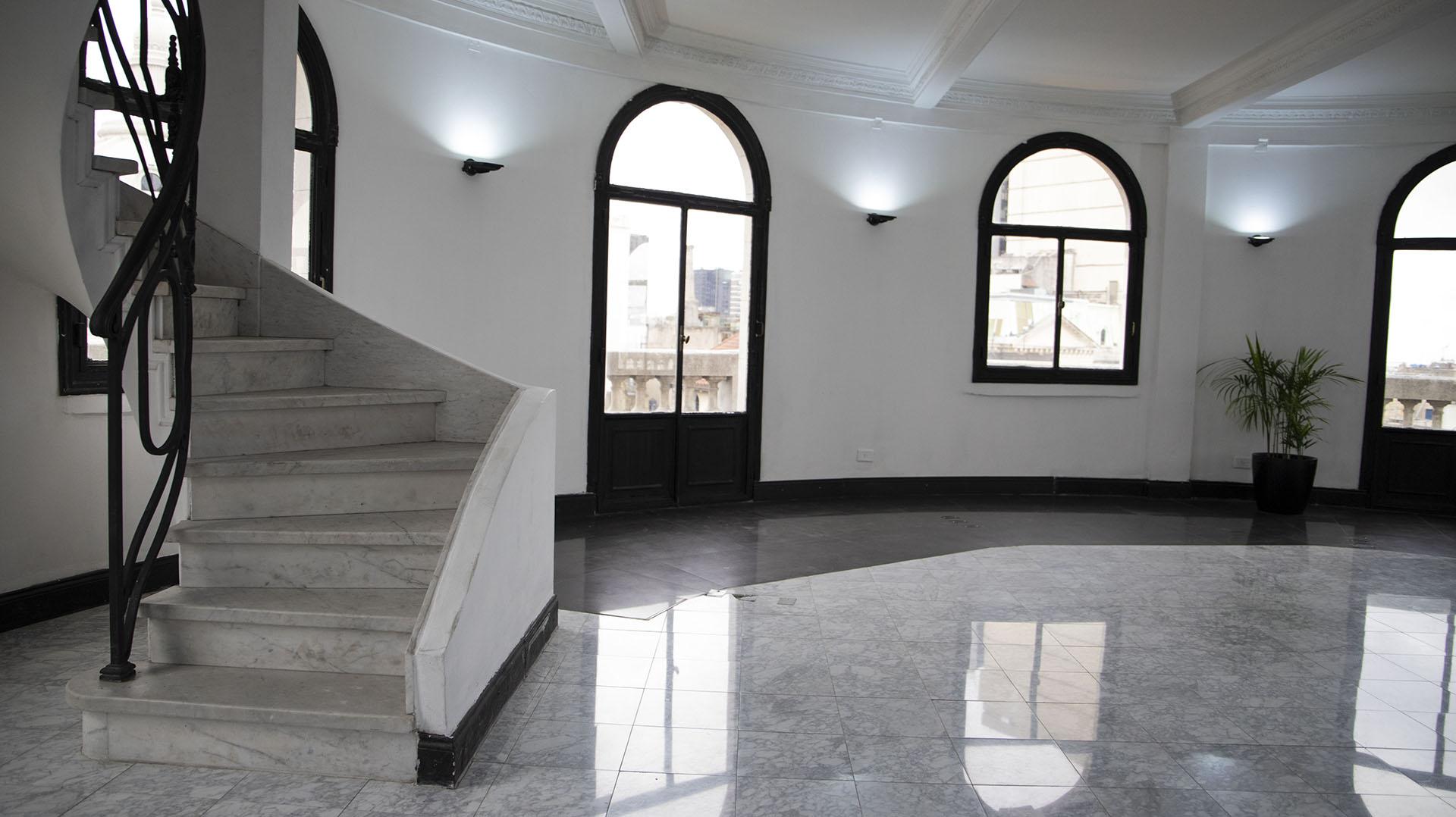 La cúpula del edificio Miguel Bencich por dentro. Es el tercer piso de la coronación,que se utiliza como un salón de eventos privados (Lihue Althabe)